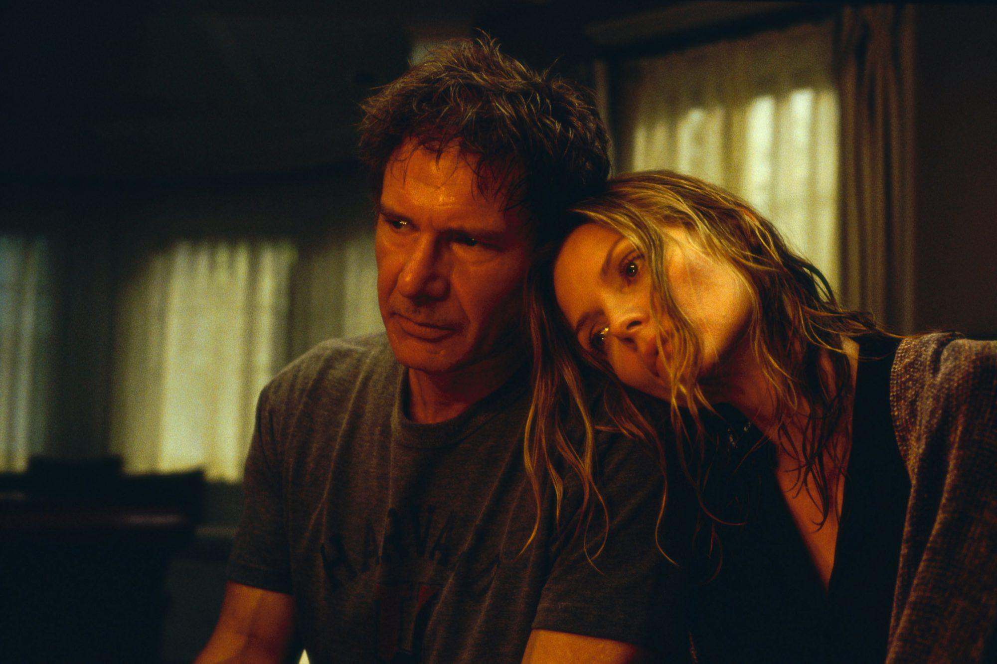 WHAT LIES BENEATH, Harrison Ford, Michelle Pfeiffer, 2000.
