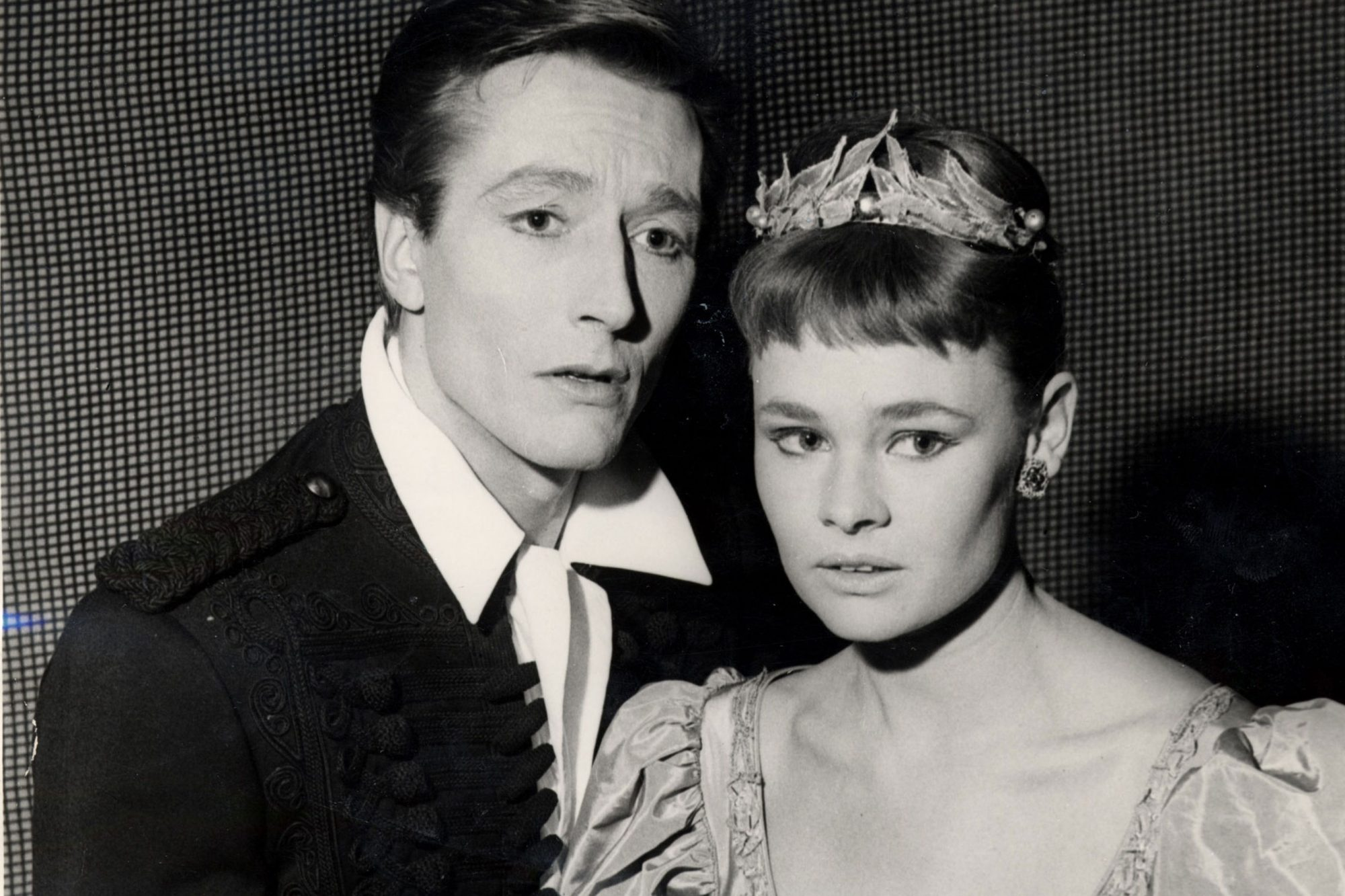Dame Judi Dench And John Neville At The Old Vic Theatre London As 'hamlet' And 'orphelia'