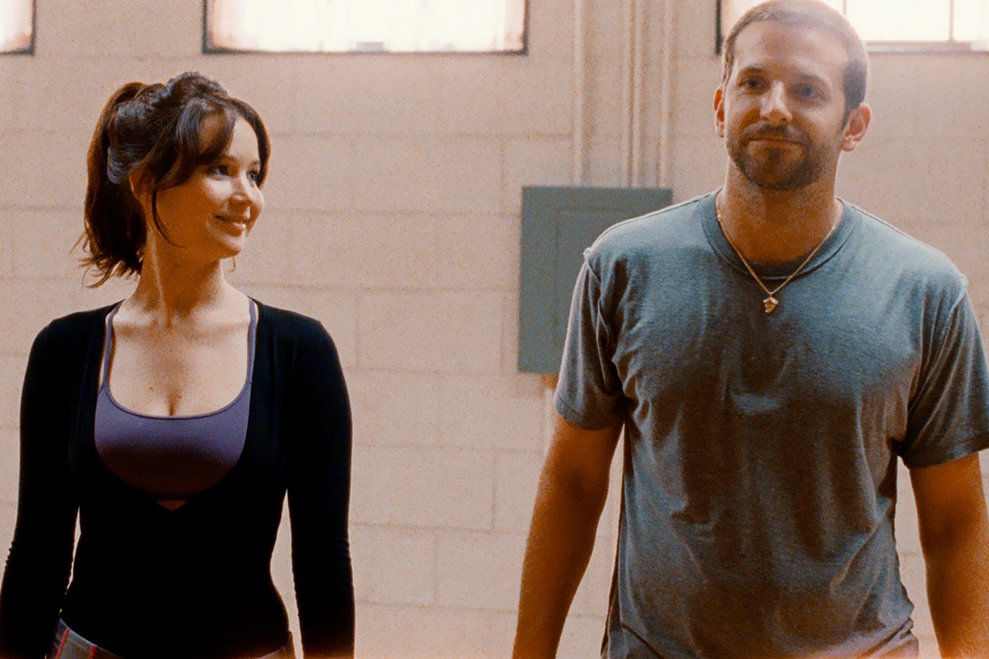 SILVER LININGS PLAYBOOK (2012)JENNIFER LAWRENCE and BRADLEY COOPER