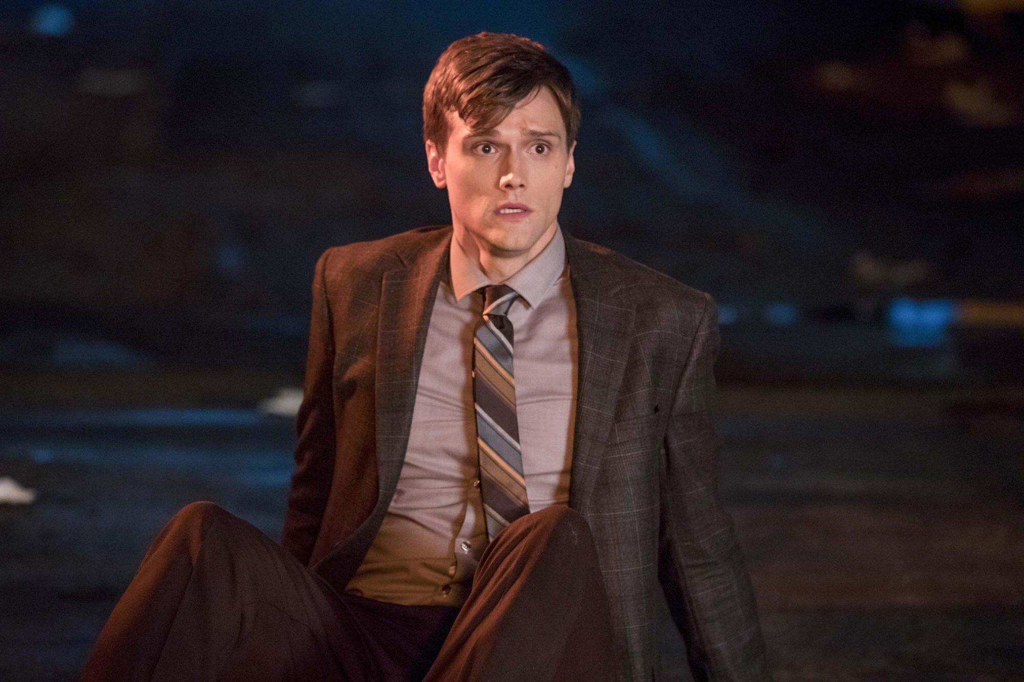 The Flash Hartley Sawyer Previews Elongated Man S Debut Ew Com