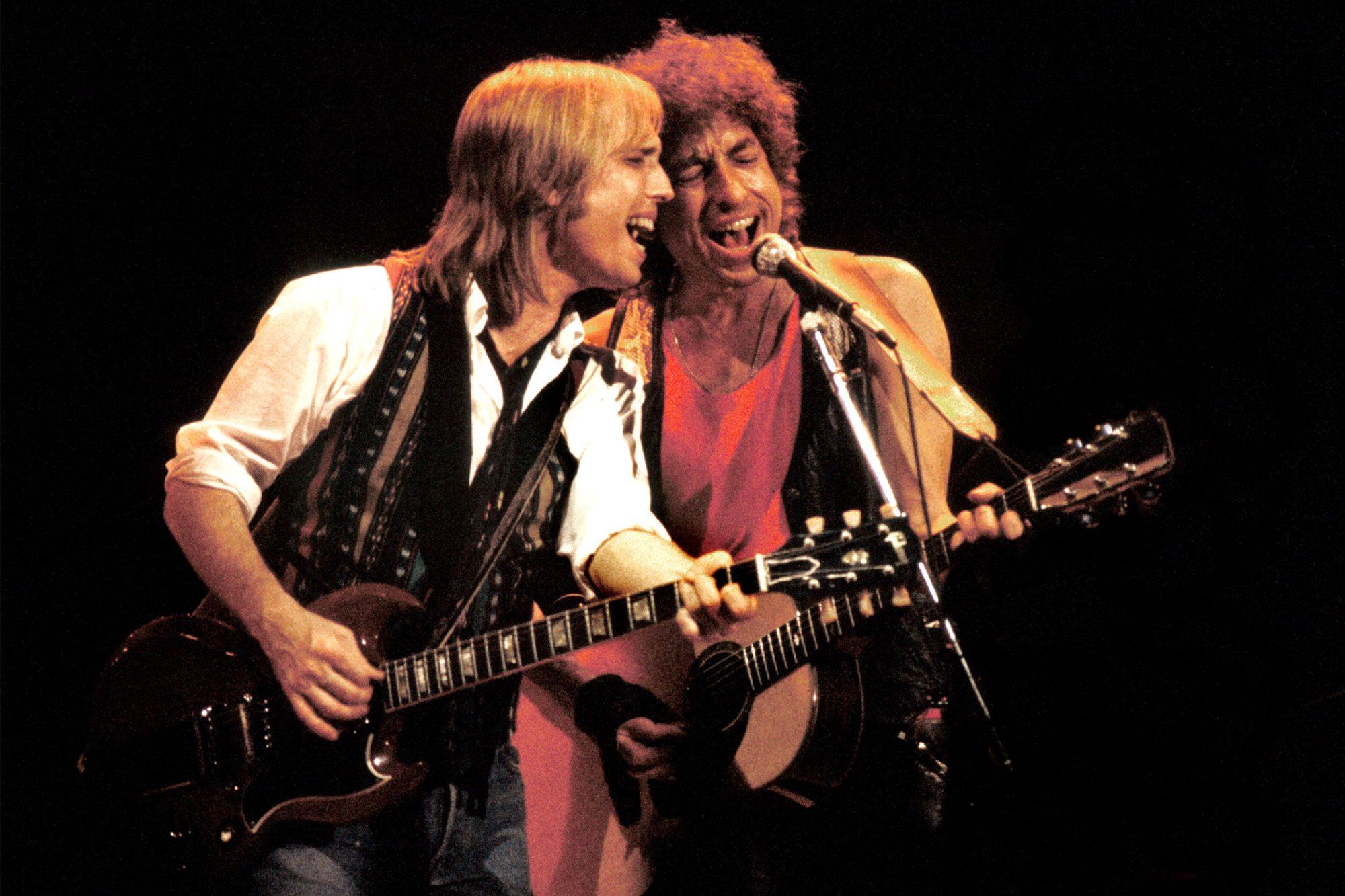 Tom Petty & Bob Dylan perform 1986