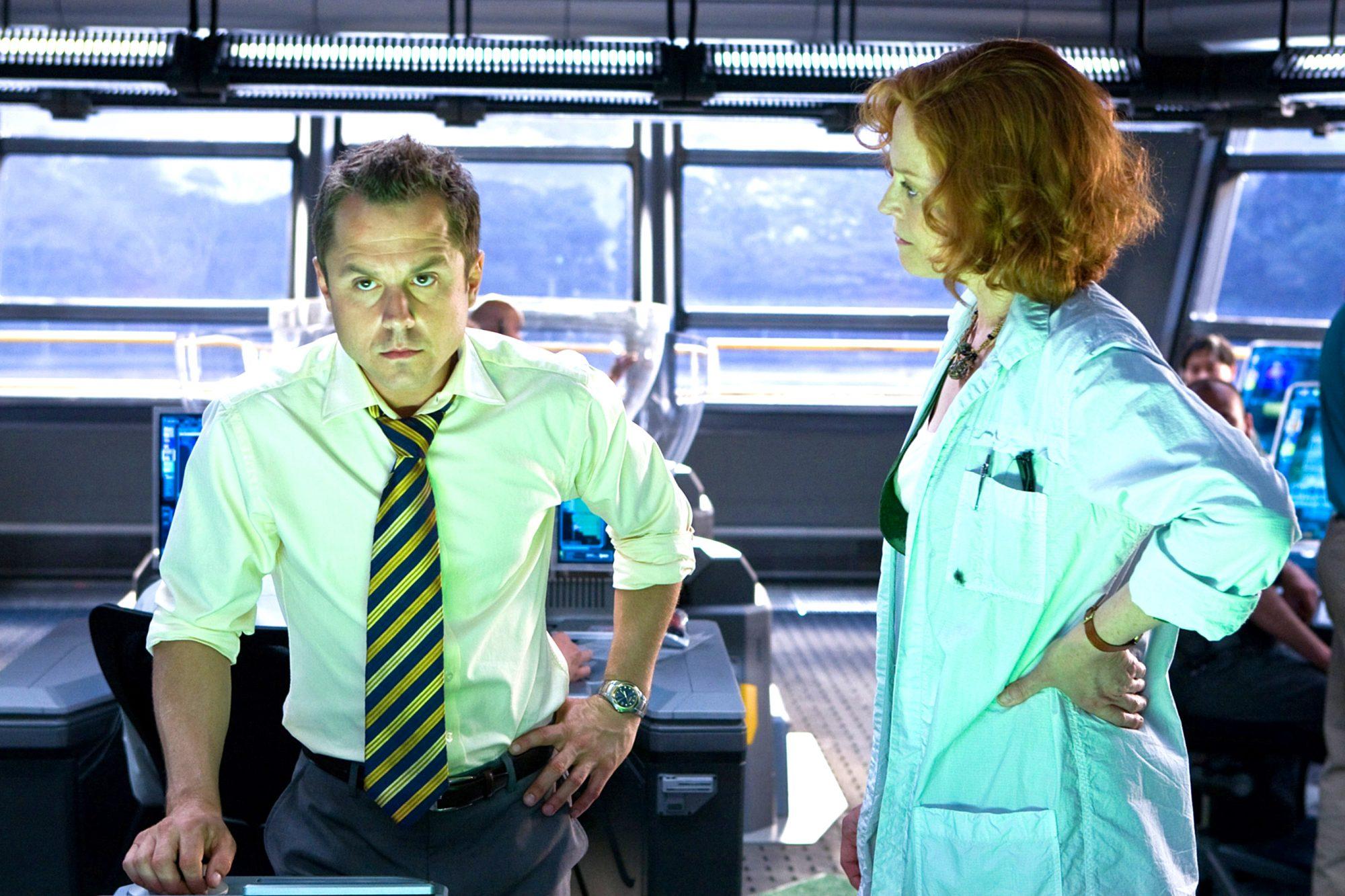 AVATAR, from left: Giovanni Ribisi, Sigourney Weaver, 2009, Ph: Mark Fellman/TM & Copyright ©20th Ce