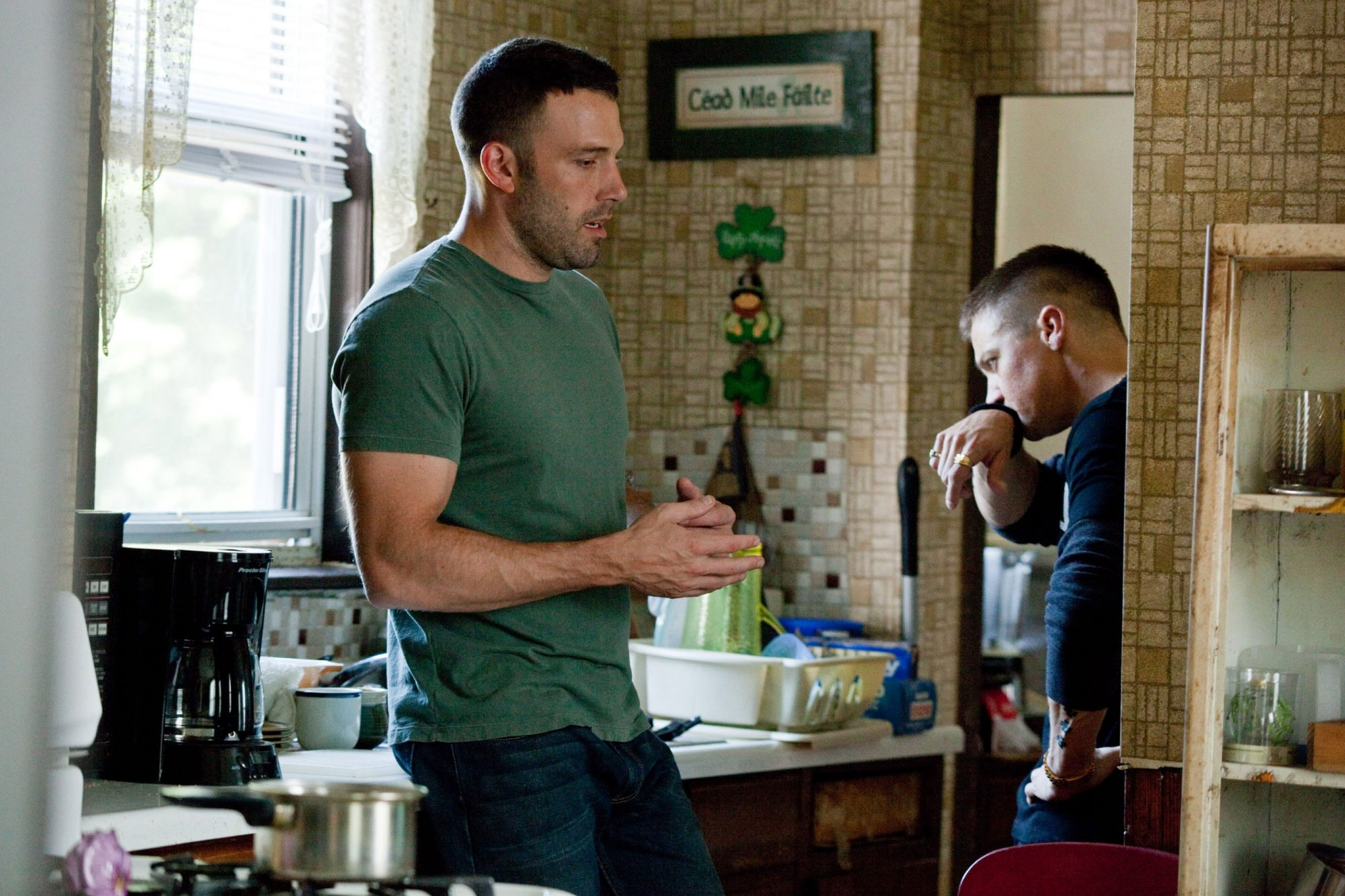 THE TOWN, from left: Ben Affleck, Jeremy Renner, 2010. Ph: Claire Folger/©Warner Brothers/courtesy E