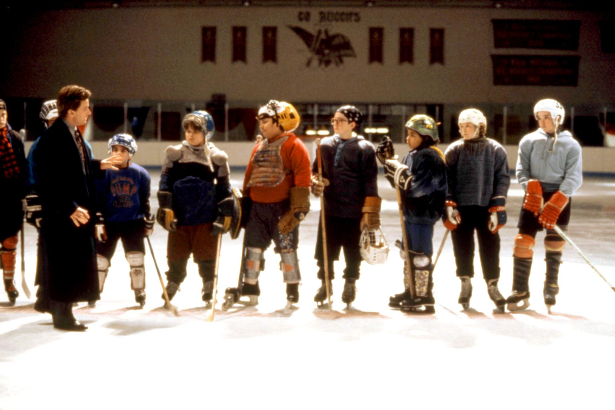 THE MIGHTY DUCKS, Emilio Estevez (l.), 1992, (c)Walt Disney Pictures/courtesy Everett Collection