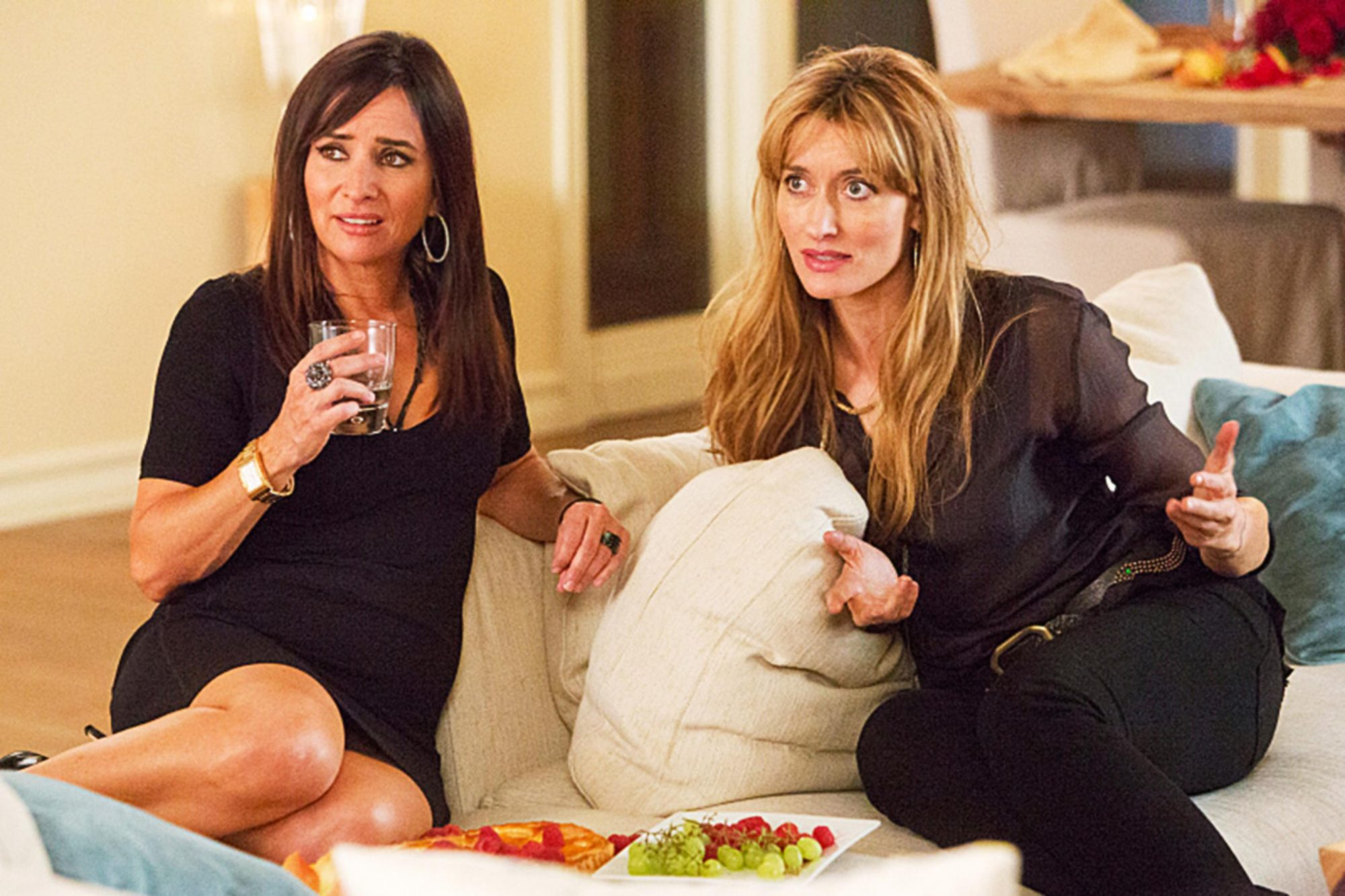 CALIFORNICATION, (from left): Pamela Adlon, Natascha McElhone, 'Dinner with Friends', (Season 7,