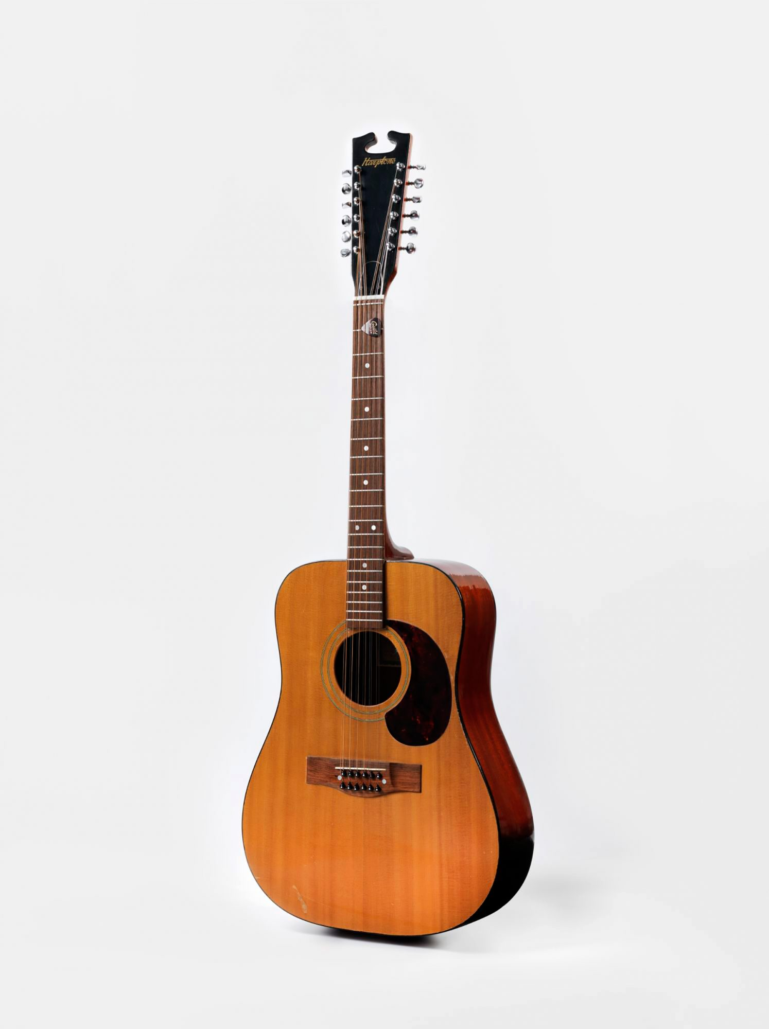 Acoustic-guitar-from-the-'Space-Oddity'-era,-1969