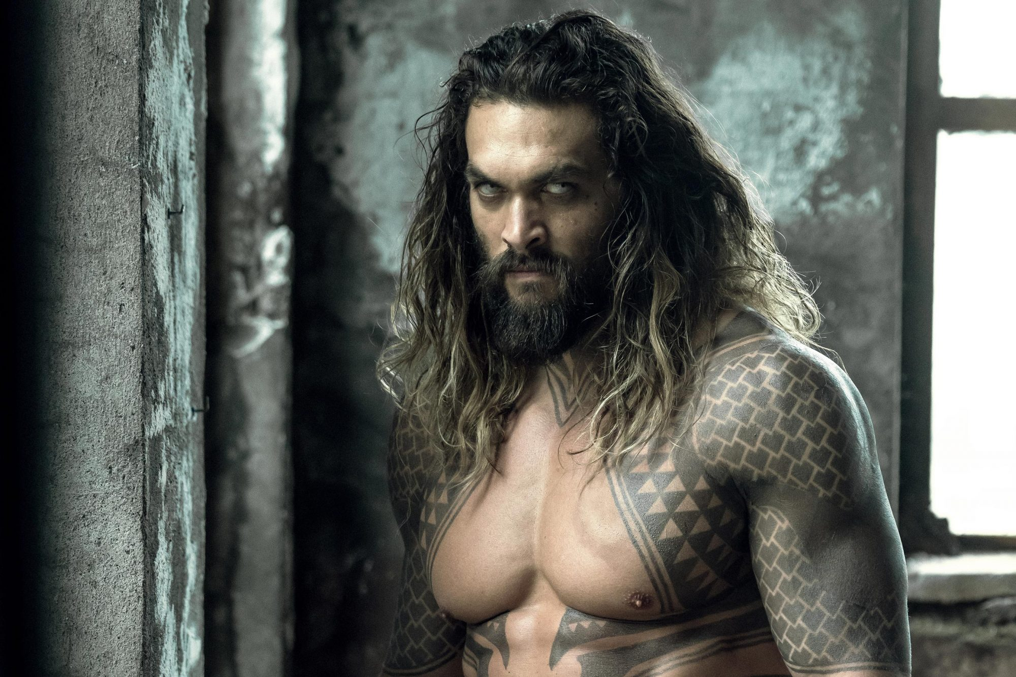 Hit: Aquaman sitting on Wonder Woman's Lasso of Truth