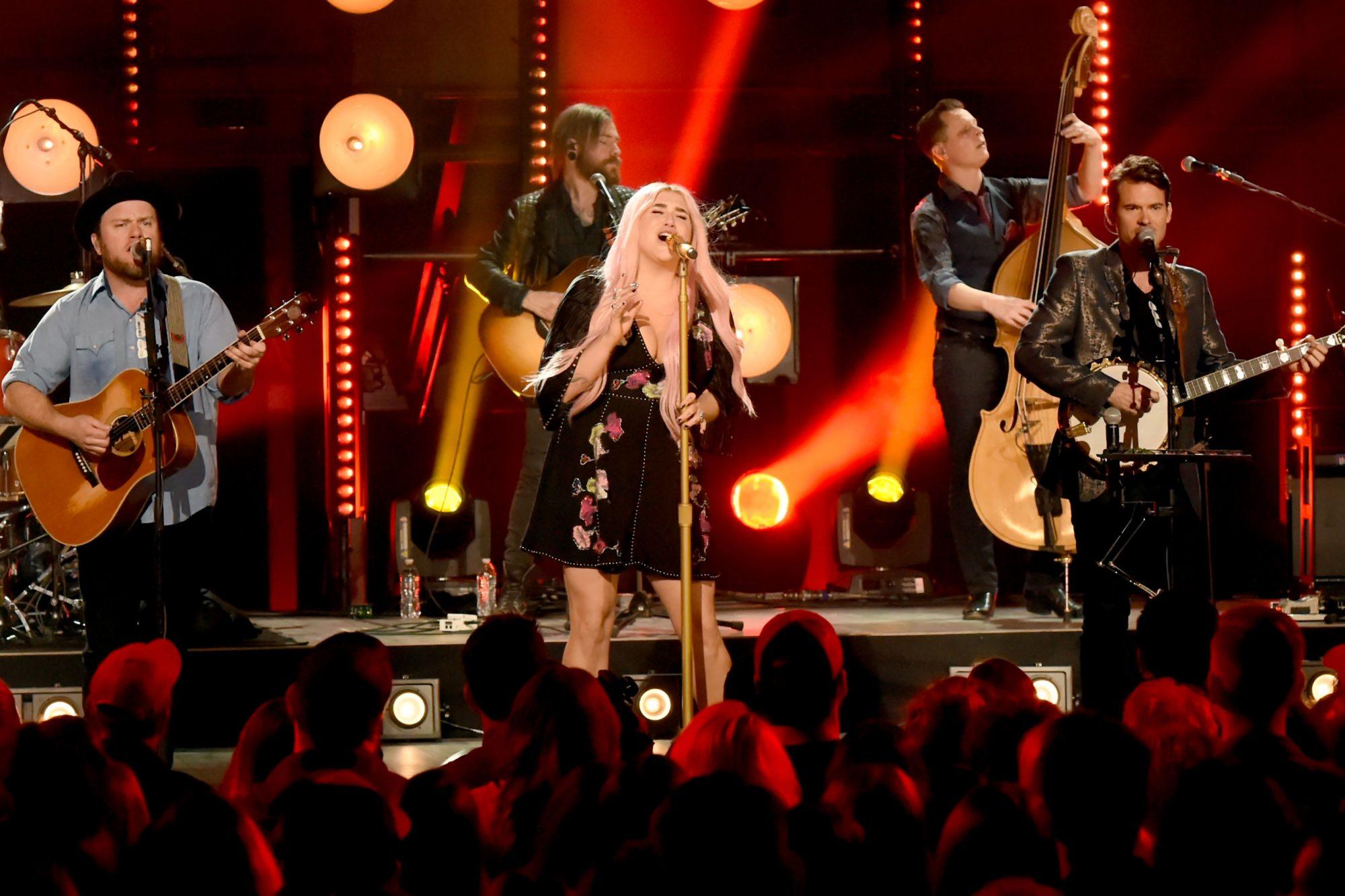 CMT Crossroads: Kesha & Old Crow Medicine Show