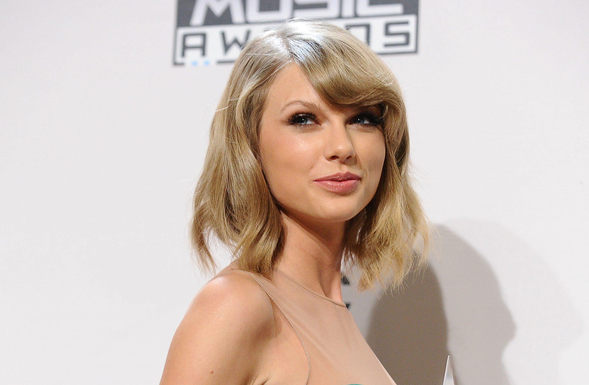2014 American Music Awards - Press Room