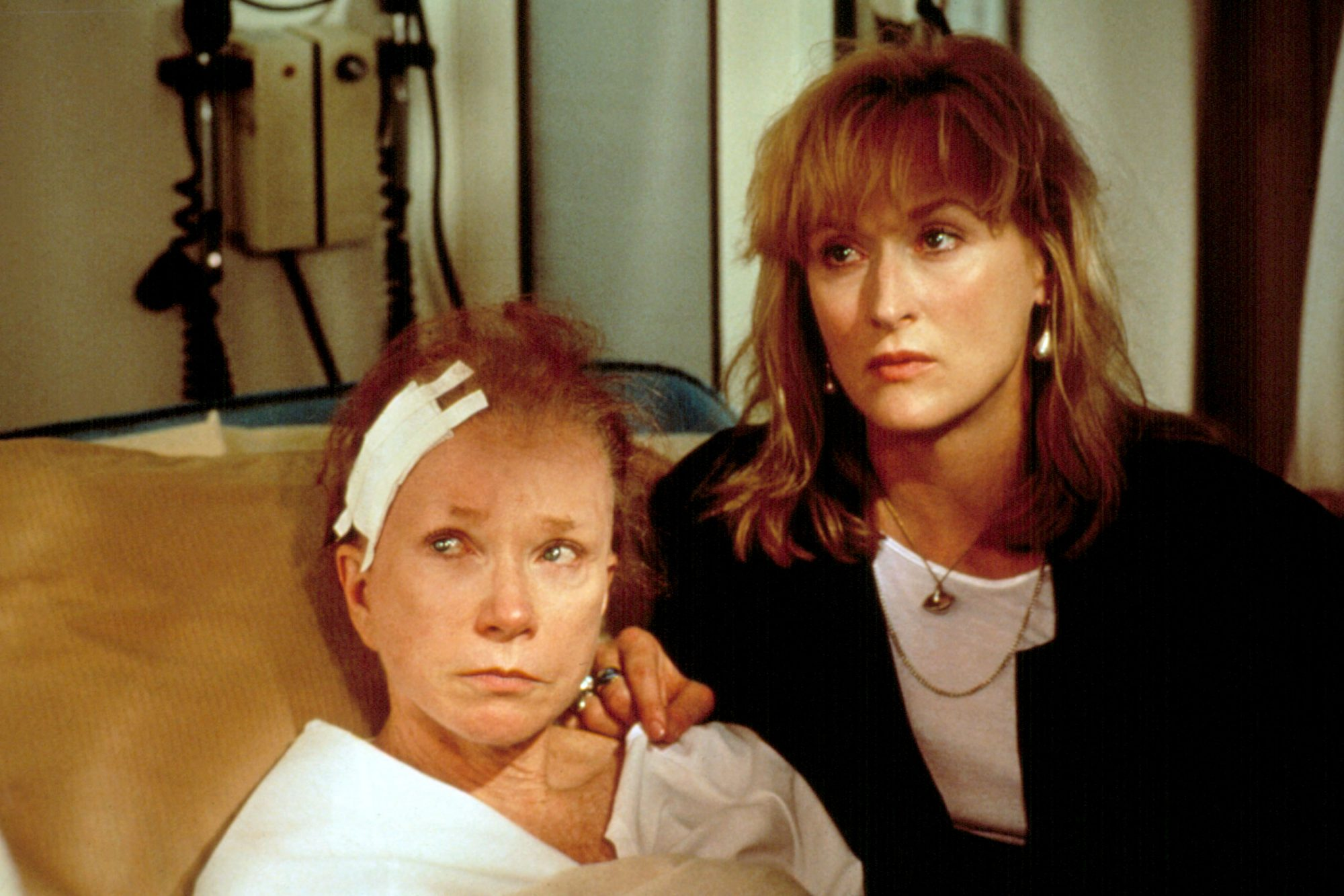 POSTCARDS FROM THE EDGE, Shirley MacLaine, Meryl Streep, 1990