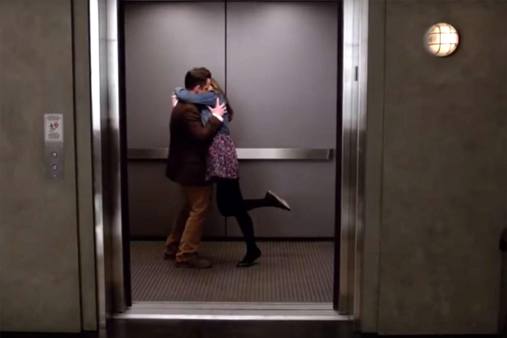 Jess and Nick's elevator kiss, New Girl