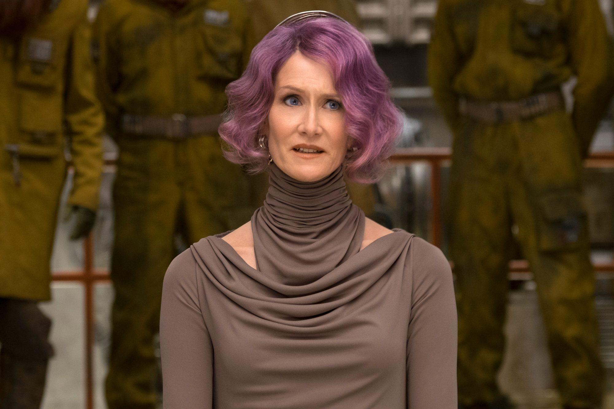 Star Wars The Last Jedi Scene Causes Movie Theaters To Post Warning Ew Com