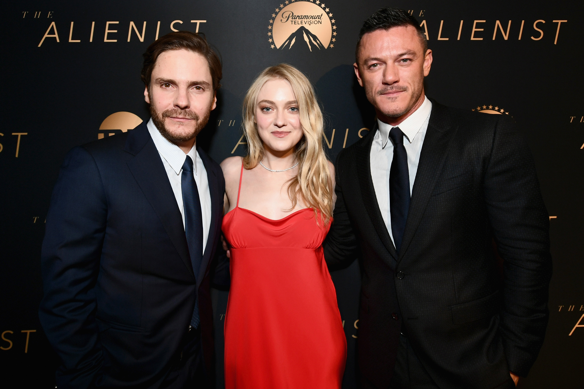 The Alienist Cast On The Bizarre Thing That Happened The First Day Of Filming Ew Com