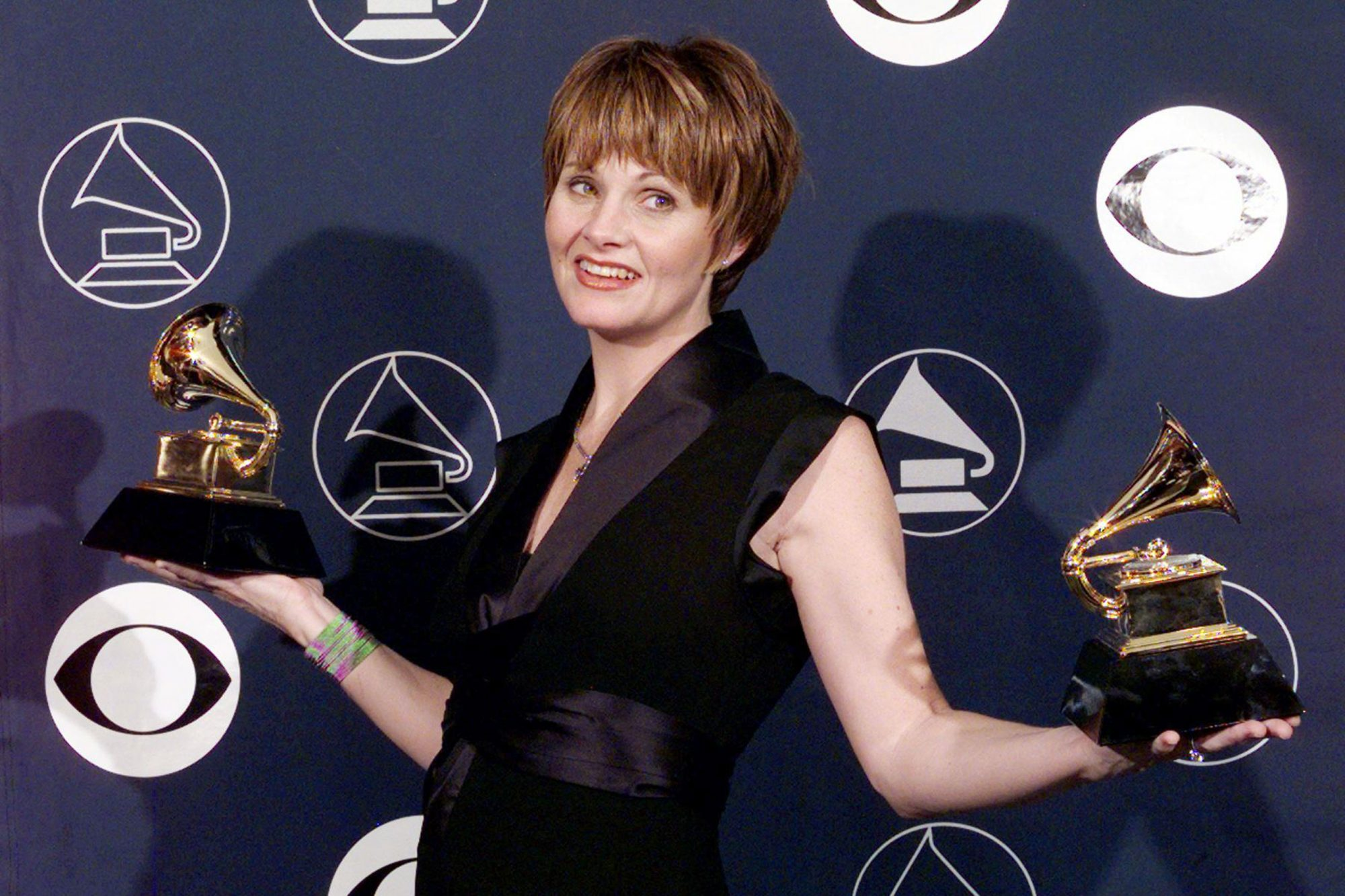 Shawn Colvin holds her two Grammy Awards 25 Februa