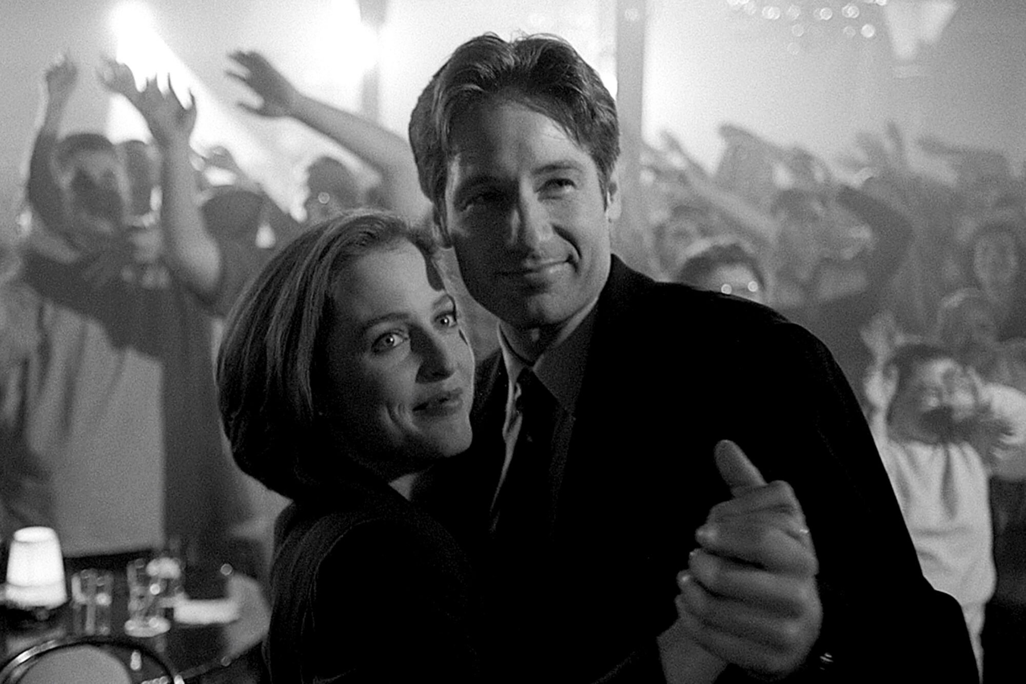 The X Files Chris Carter On The Unscripted Surprise That Got In The Post Modern Prometheus Episode Ew Com