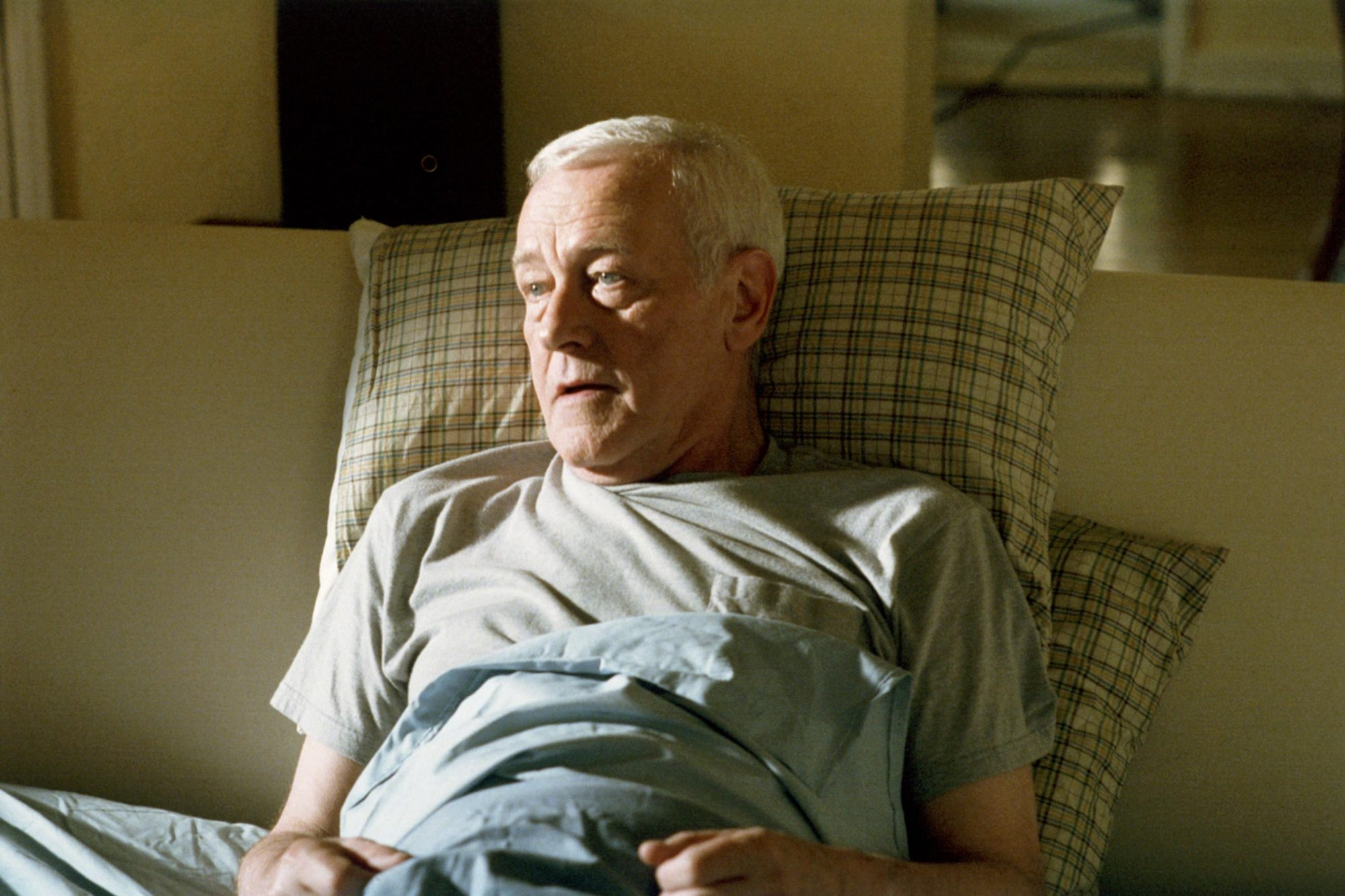 FATHERS AND SONS, John Mahoney, 2005, © SHOWTIME / Courtesy: Everett Collection