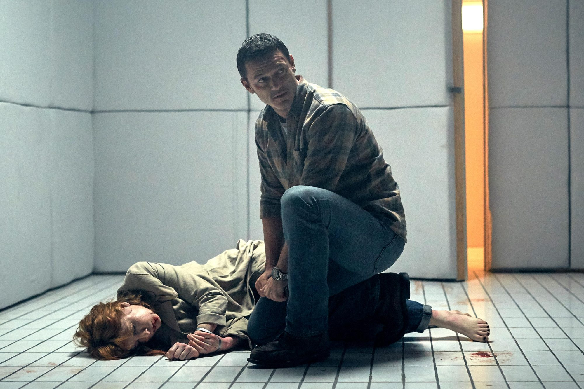 10x10---Luke-Evans-and-Kelly-Reilly