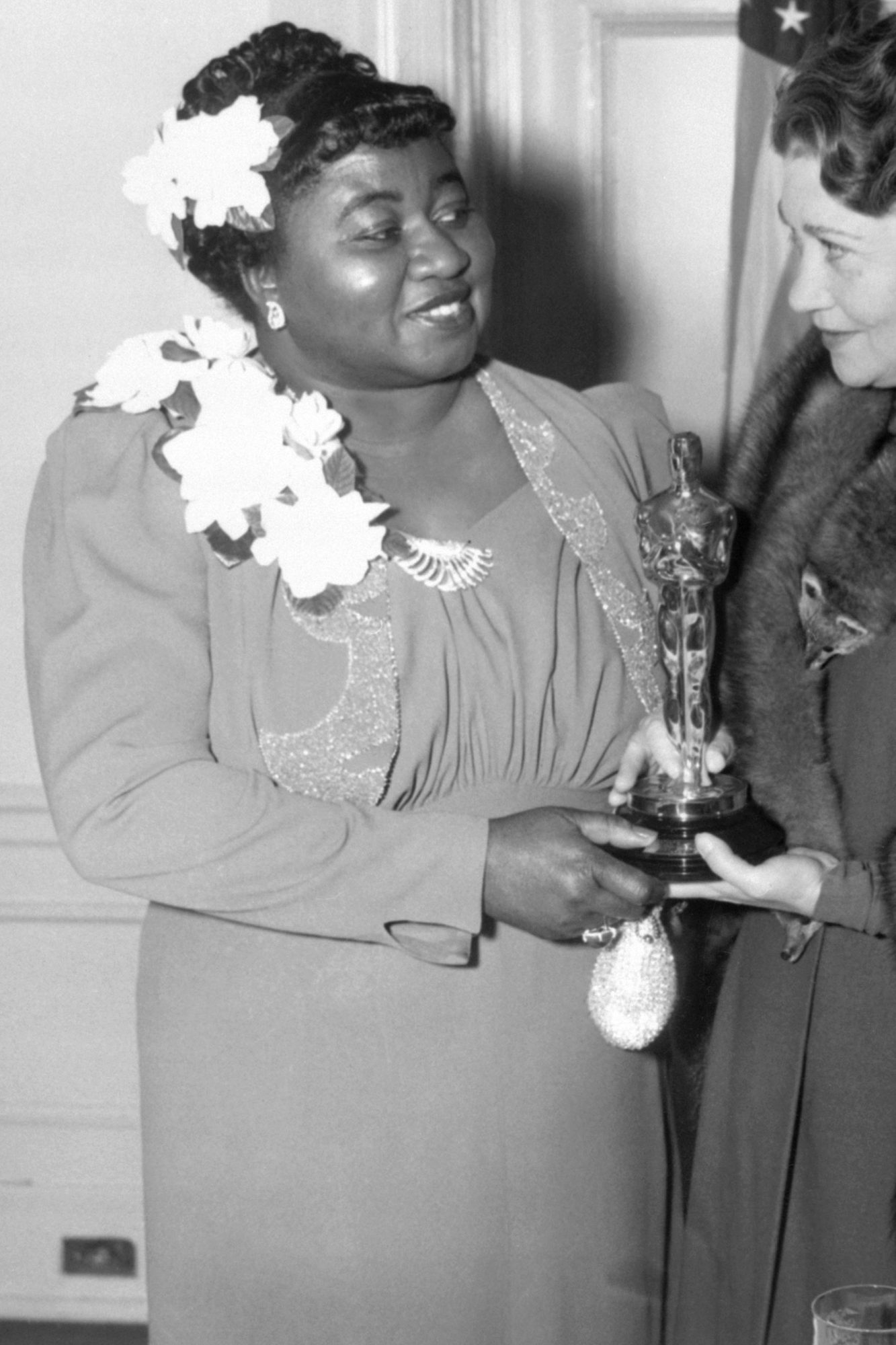 Hattie McDaniel, Left, Gets Academy Award