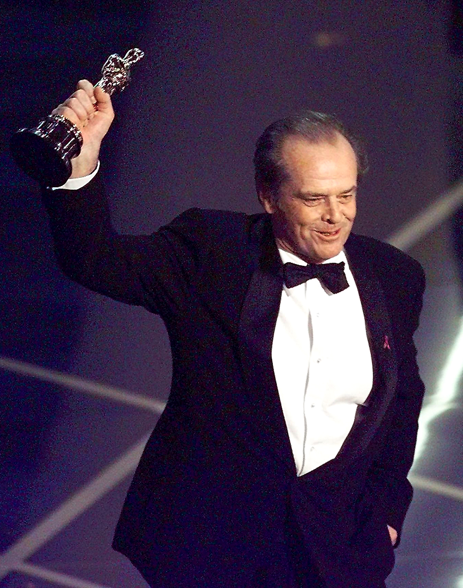 Jack Nicholson holds up his Oscar after winning th