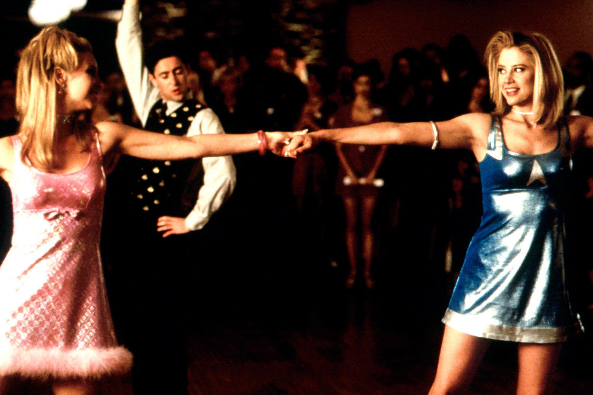 ROMY AND MICHELE'S HIGH SCHOOL REUNION, from left: Lisa Kudrow, Alan Cumming, Mira Sorvino, 1997, u00A9