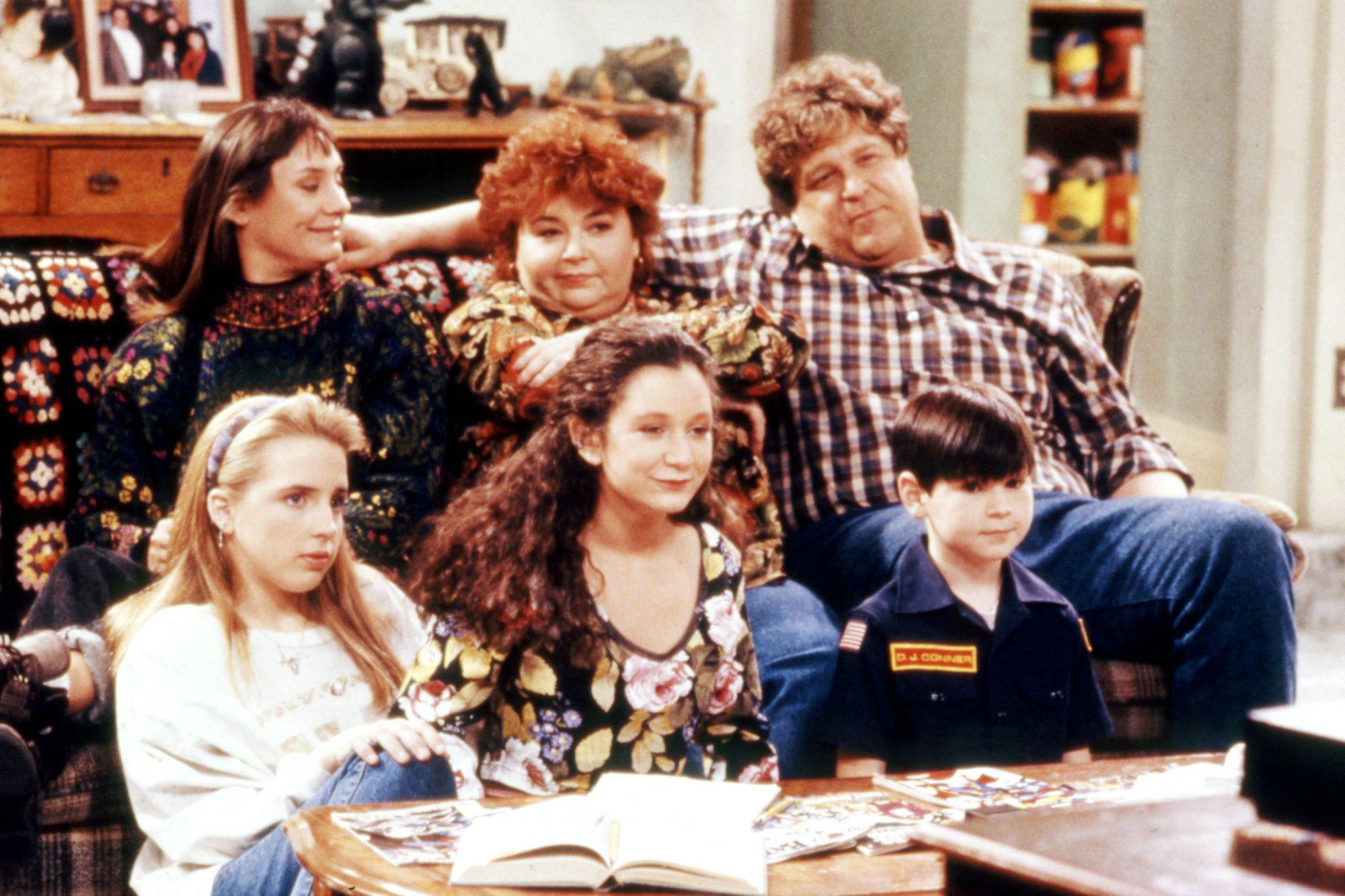 ROSEANNE, (Front) Alicia Goranson, Sara Gilbert, Michael Fishman, (Rear) Laurie Metcalf, Roseanne, J