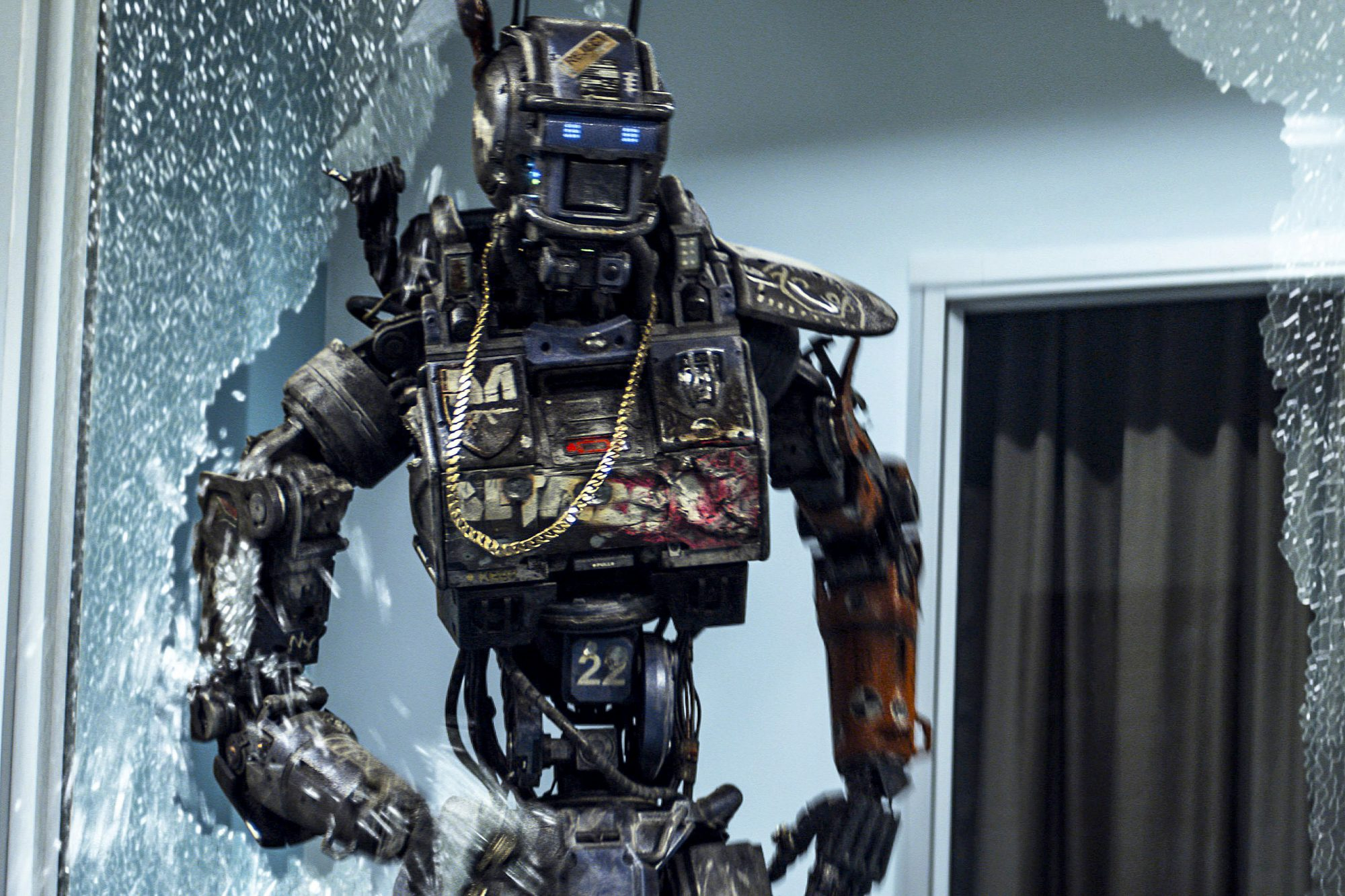 CHAPPIE, Chappie (Sharlto Copley), 2015. ©Columbia Pictures/courtesy Everett Collection