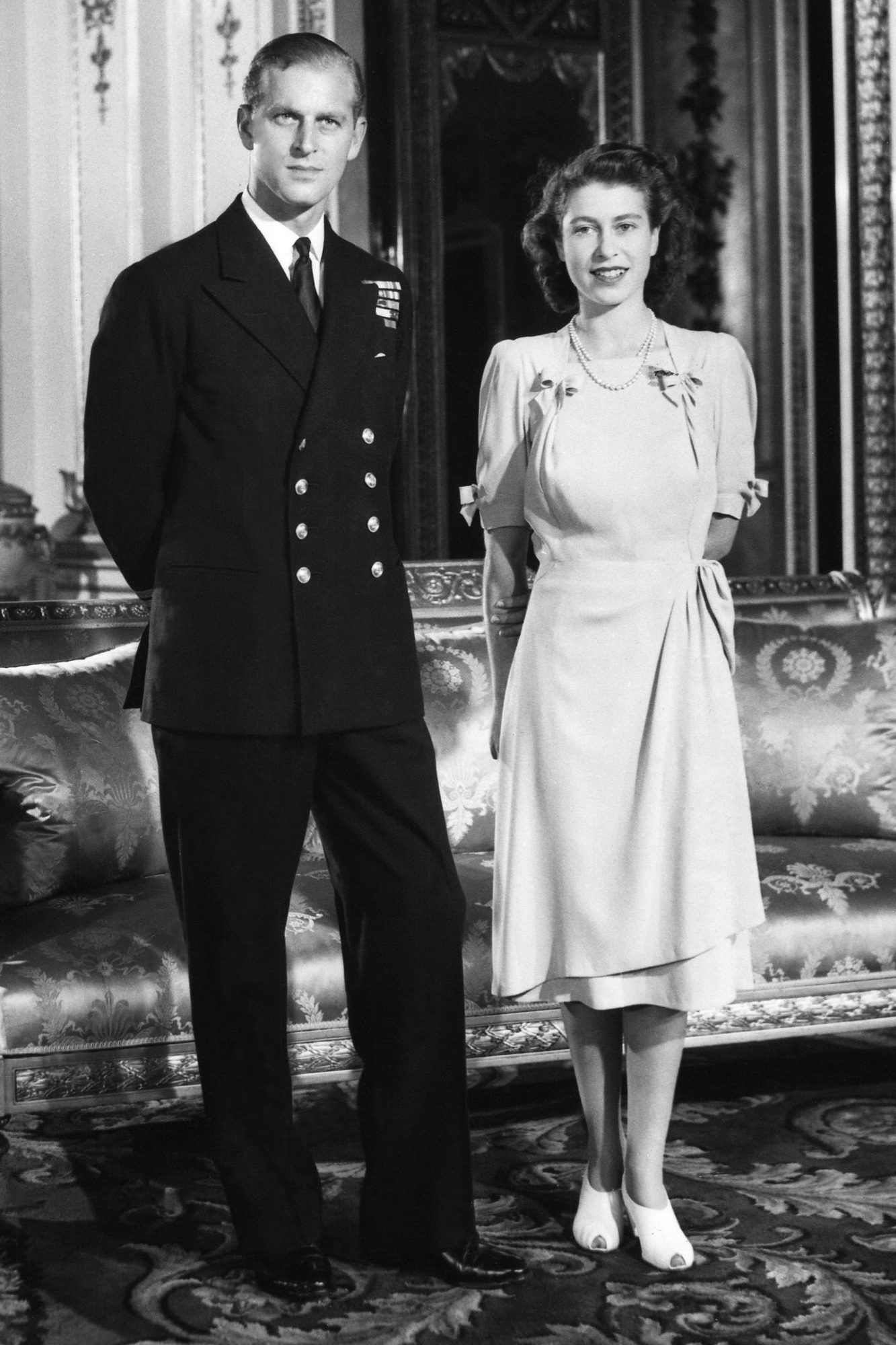 London, Buckingham Palace, Full Portrait Of Princess Elizabeth And Lieutenant Philip Mountbatten In 1947