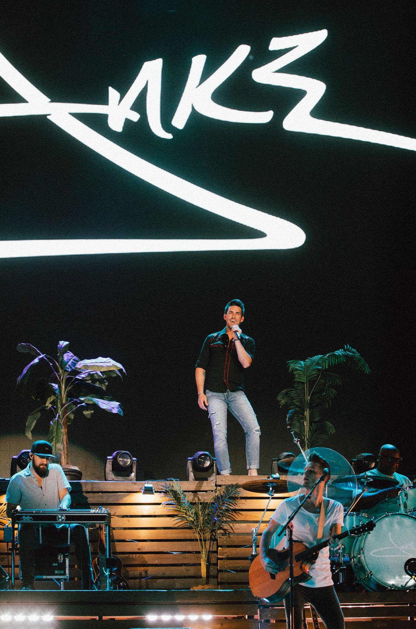 Jake-Owen,-Mane-Stage,-Stagecoach-2019