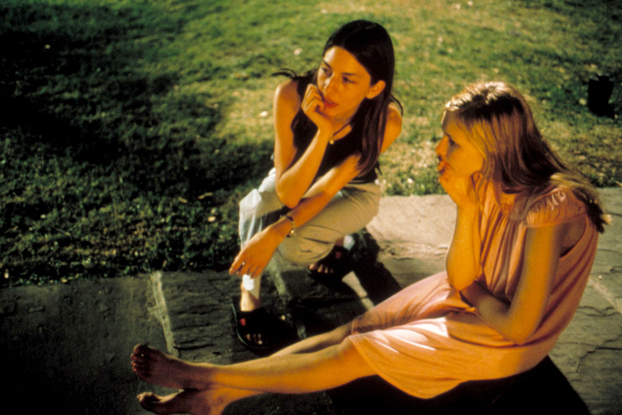 VIRGIN SUICIDES, Sofia Coppola directs Kirsten Dunst, 1999