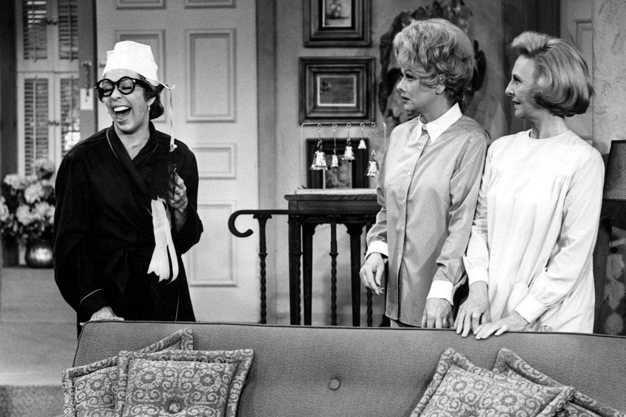 THE LUCY SHOW, Carol Burnett, Lucille Ball, Mary Jane Croft, 1962-1968, 1966 episode