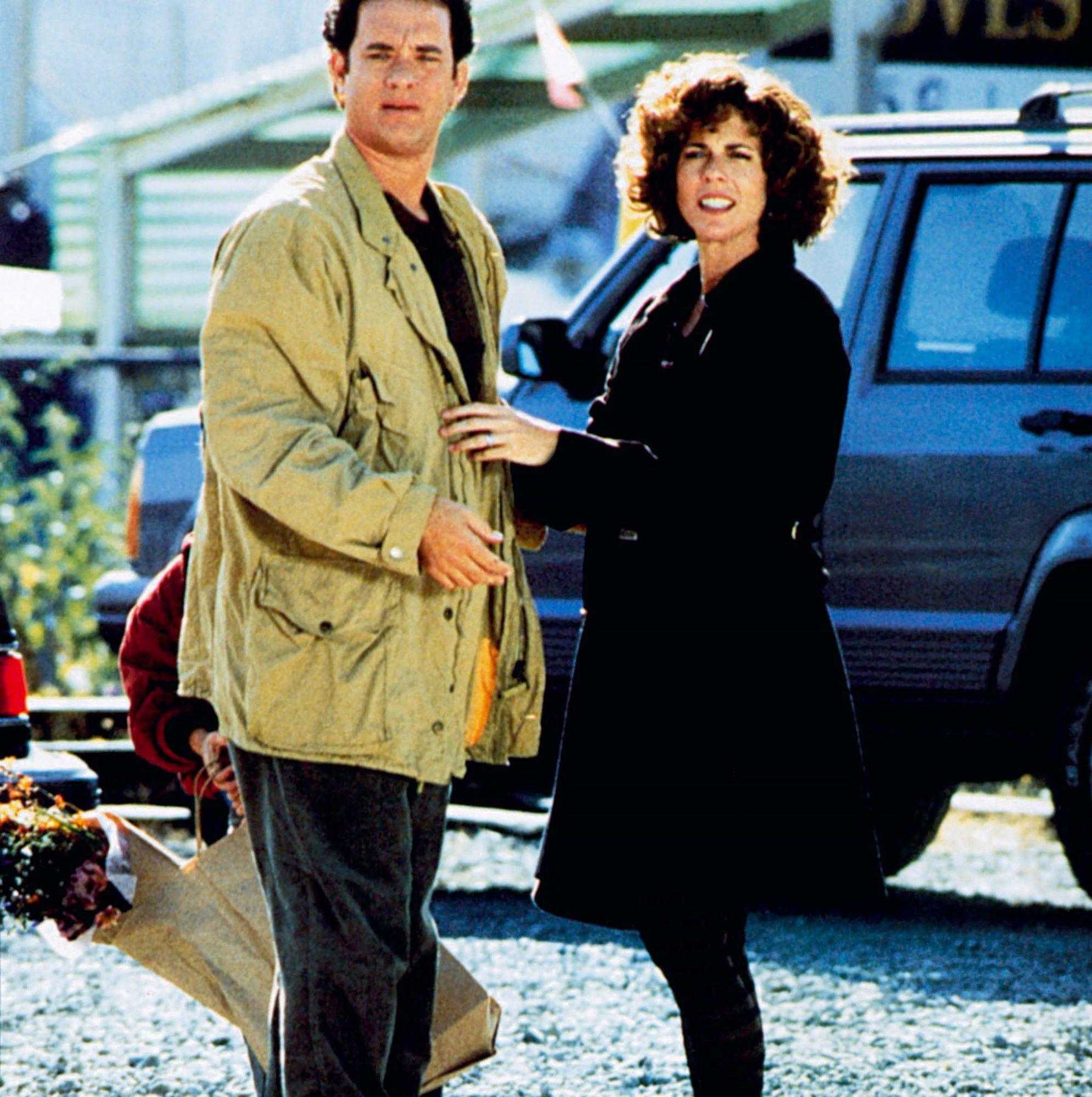 SLEEPLESS IN SEATTLE, front from left: Tom Hanks, Rita Wilson, Ross Malinger (hiding and holding bag