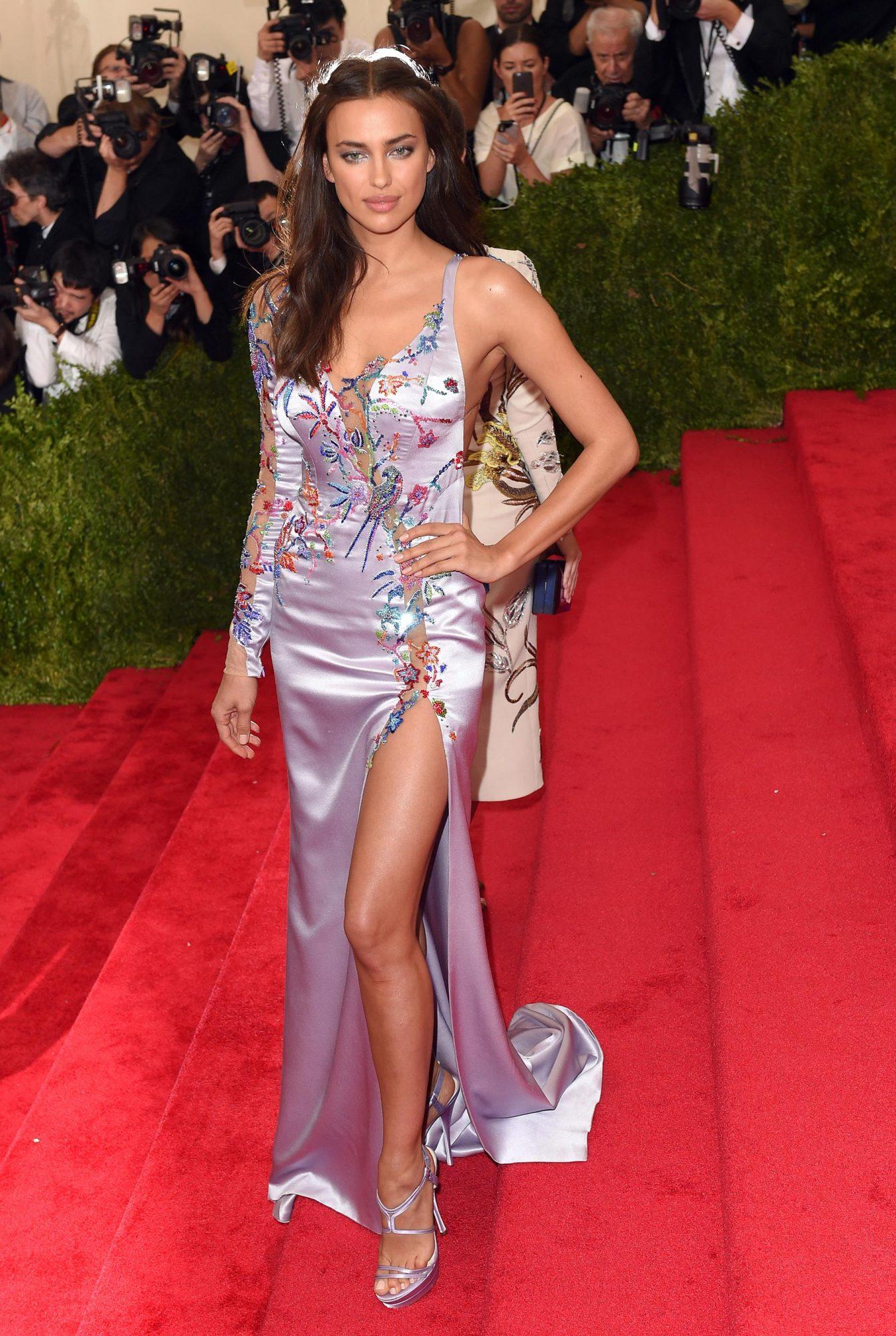 Bradley Cooper Irina Shayk Walk Red Carpet At Met Gala Ew Com