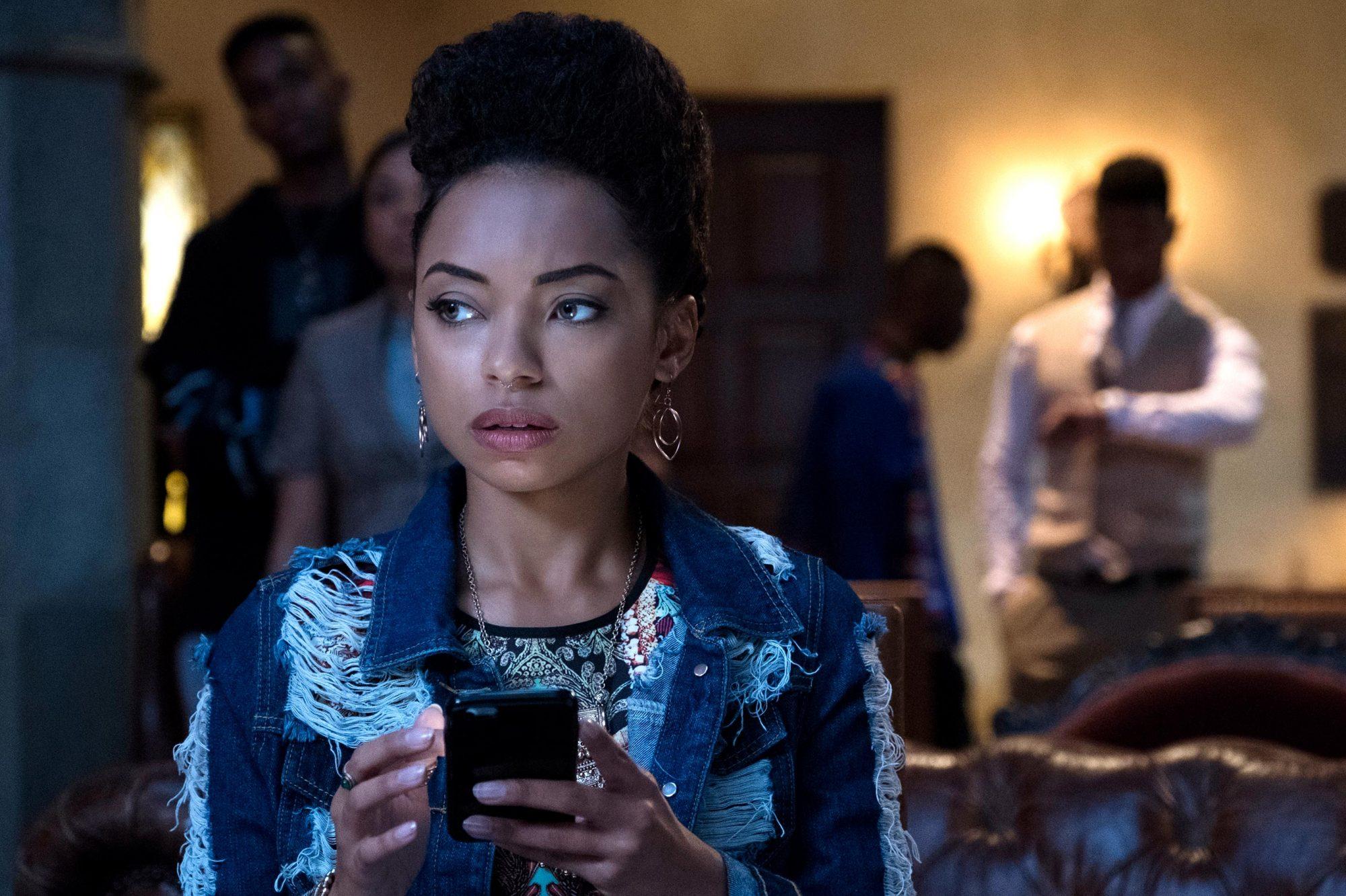 Samantha White (Logan Browning)