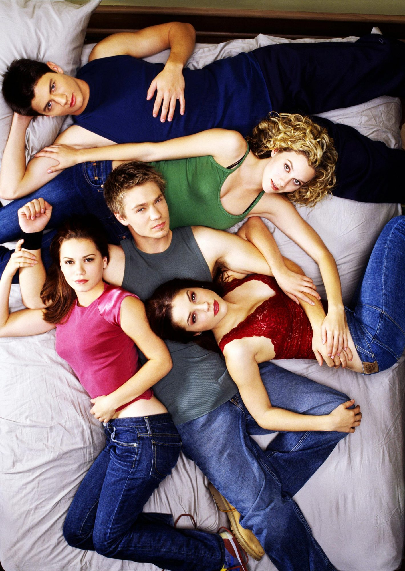 ONE TREE HILL, (front, l to r): Bethany Joy Lenz, Chad Michael Murray, Sophia Bush, (back, l to r):