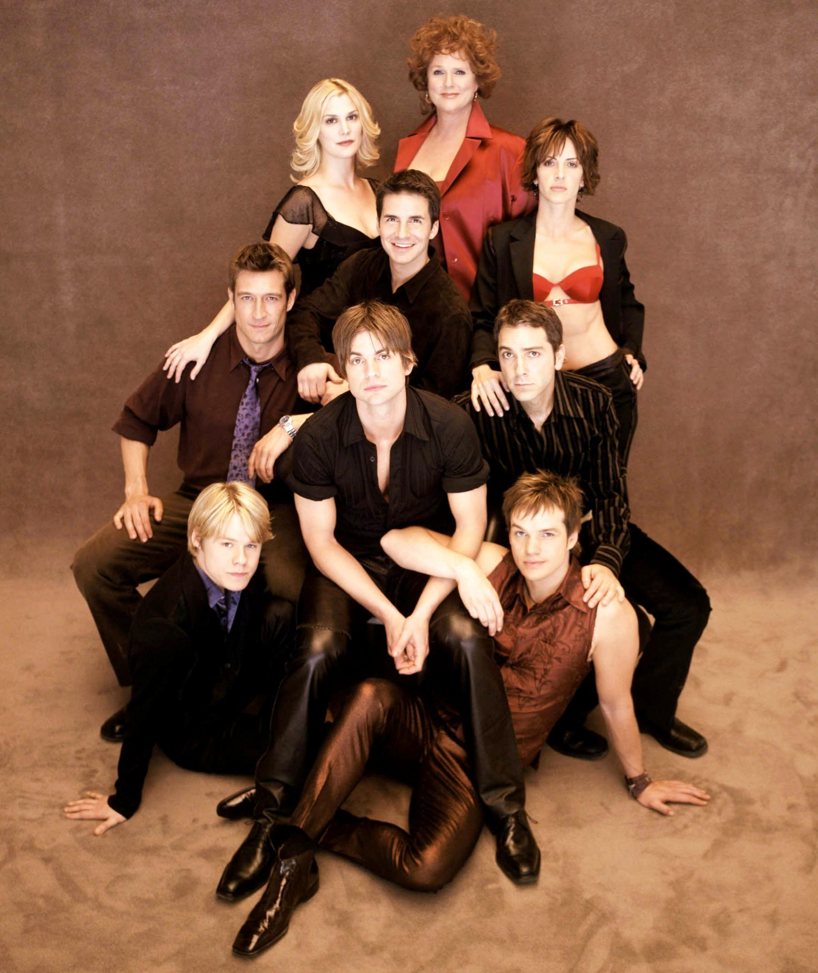 QUEER AS FOLK, (clockwise from top): Sharon Gless, Michelle Clunie, Scott Lowell, Peter Paige, Gale