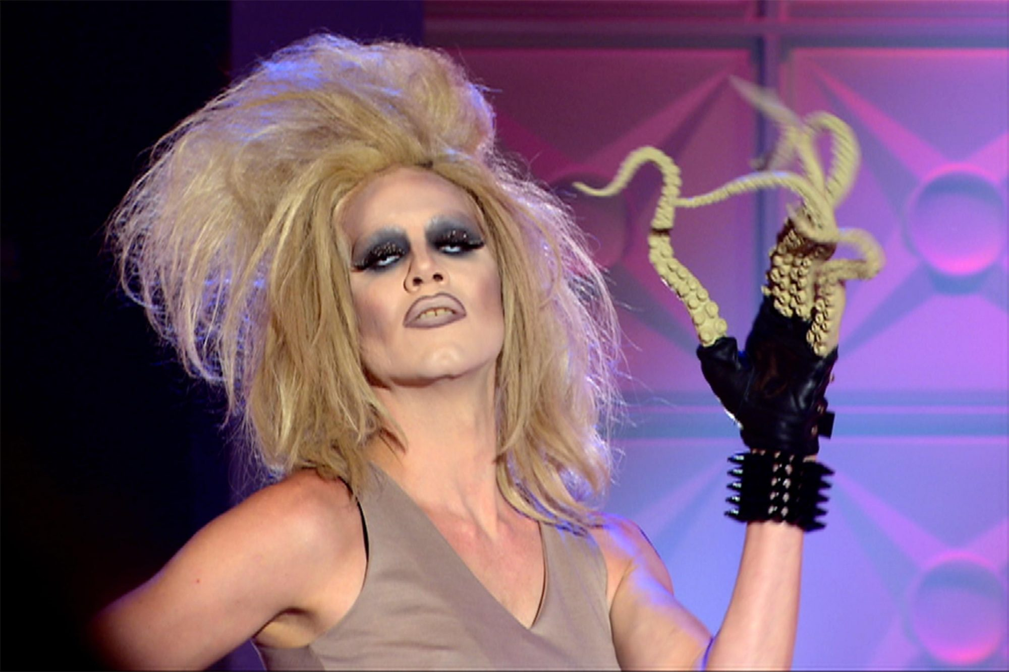 Sharon-Needles--Season-4---3_v1_current