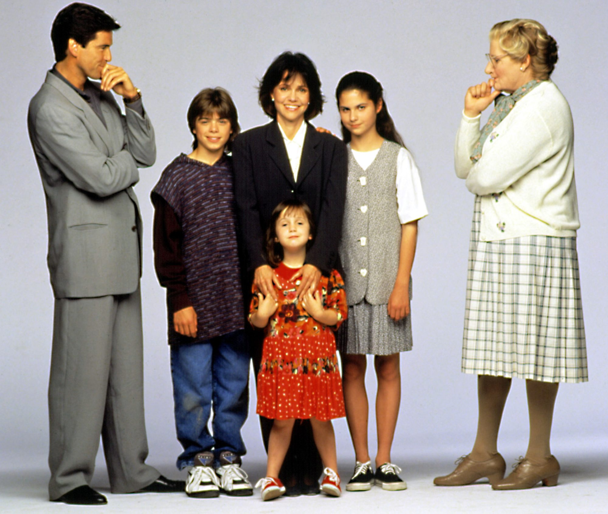 MRS. DOUBTFIRE, Pierce Brosnan, Matthew Lawrence, Sally Field, Mara Wilson, Lisa Jakub, Robin Willia