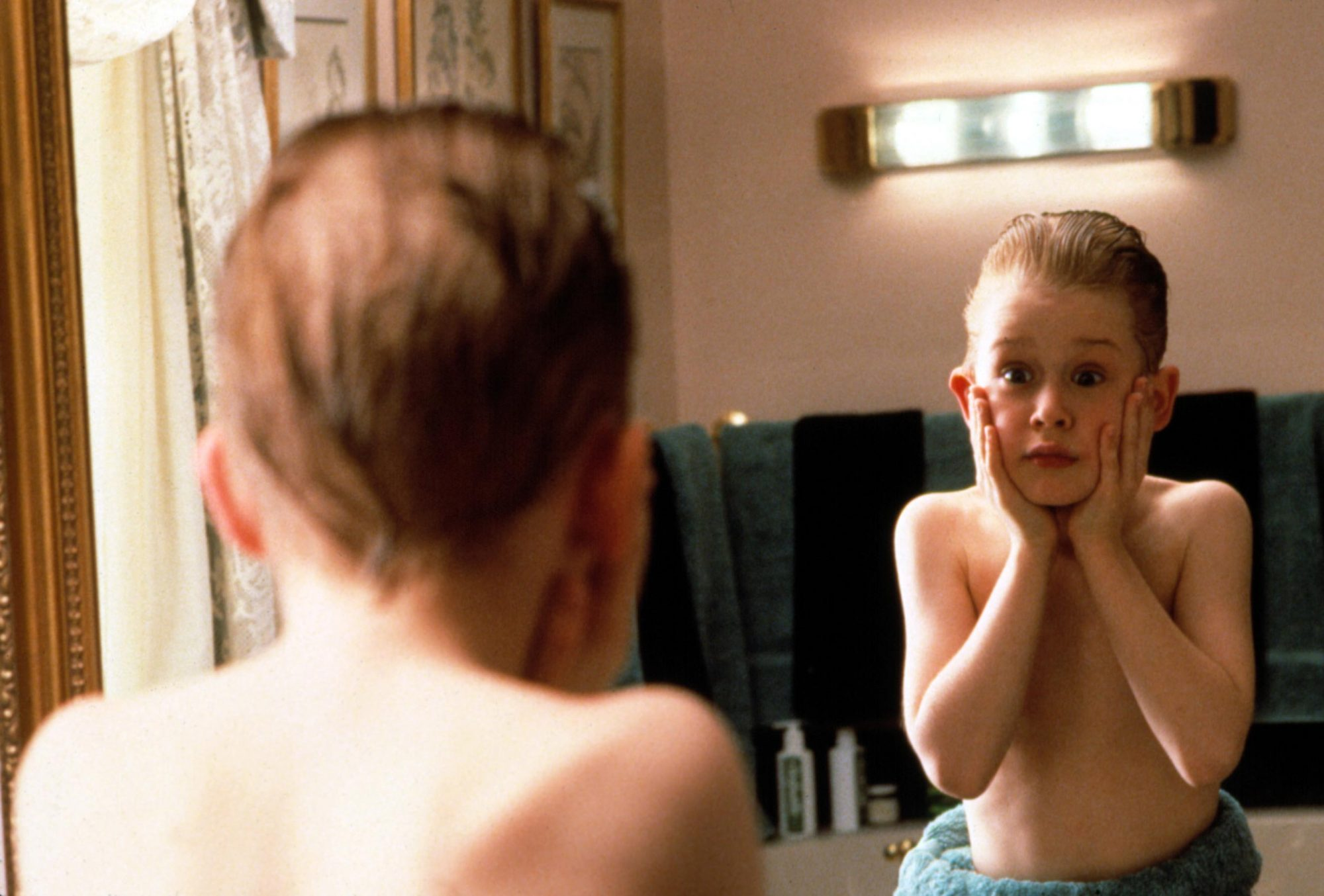 HOME ALONE, Macaulay Culkin, 1990. TM and Copyright (c) 20th    Century Fox Film Corp. All rights