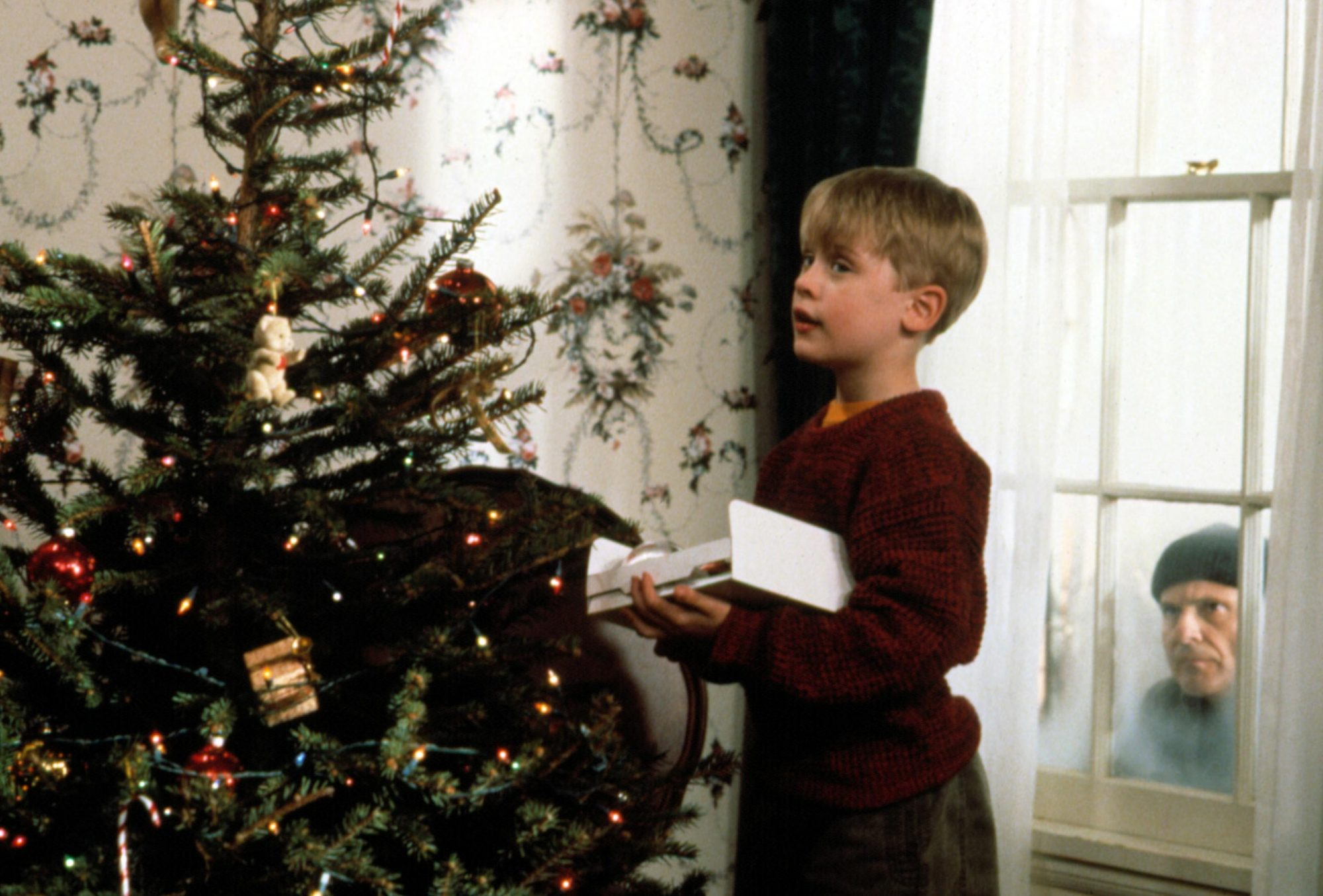 HOME ALONE, Macaulay Culkin, Joe Pesci, 1990. TM and Copyright (c) 20th Century Fox Film Corp. All r