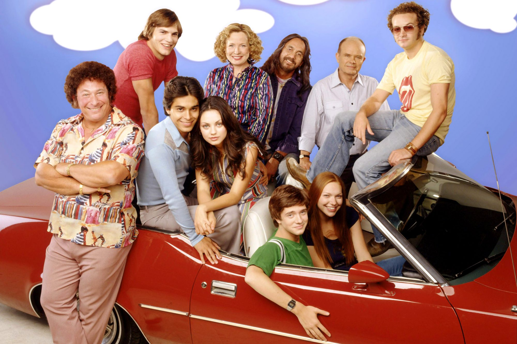 THAT '70s SHOW, (top, l to r): Ashton Kutcher, Debra Jo Rupp, Tommy Chong, Kurtwood Smith, Danny Mas