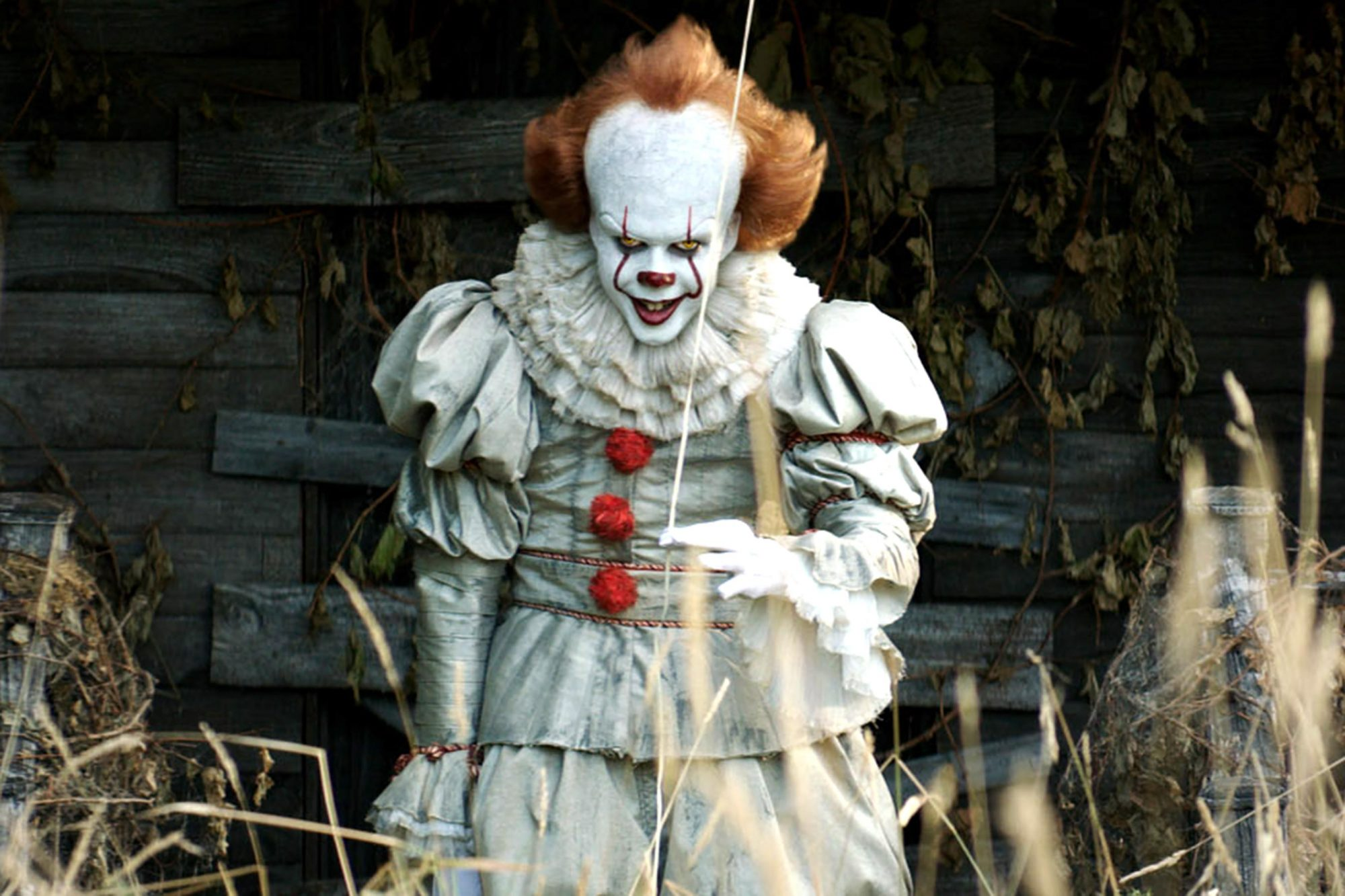 See Pennywise From It Photobomb Couple In Engagement Photos Ew Com