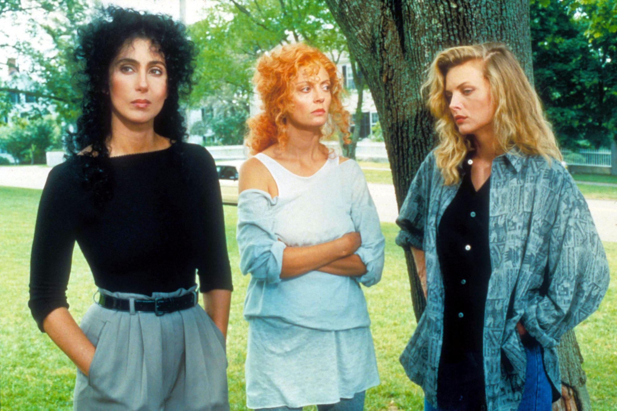 THE WITCHES OF EASTWICK 1987 CHER SUSAN SARANDON MICHELLE PFEIFFER WOE 049, Photo by: Everett Collec