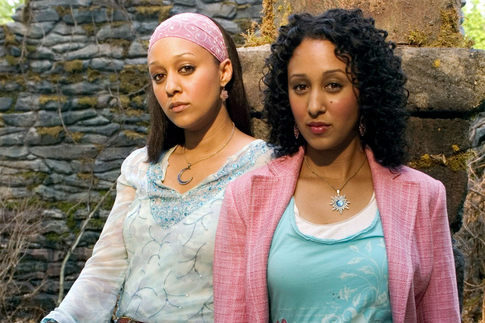 TWITCHES, Tia Mowry, Tamera Mowry, 2005, © Disney Channel / Courtesy: Everett Collection
