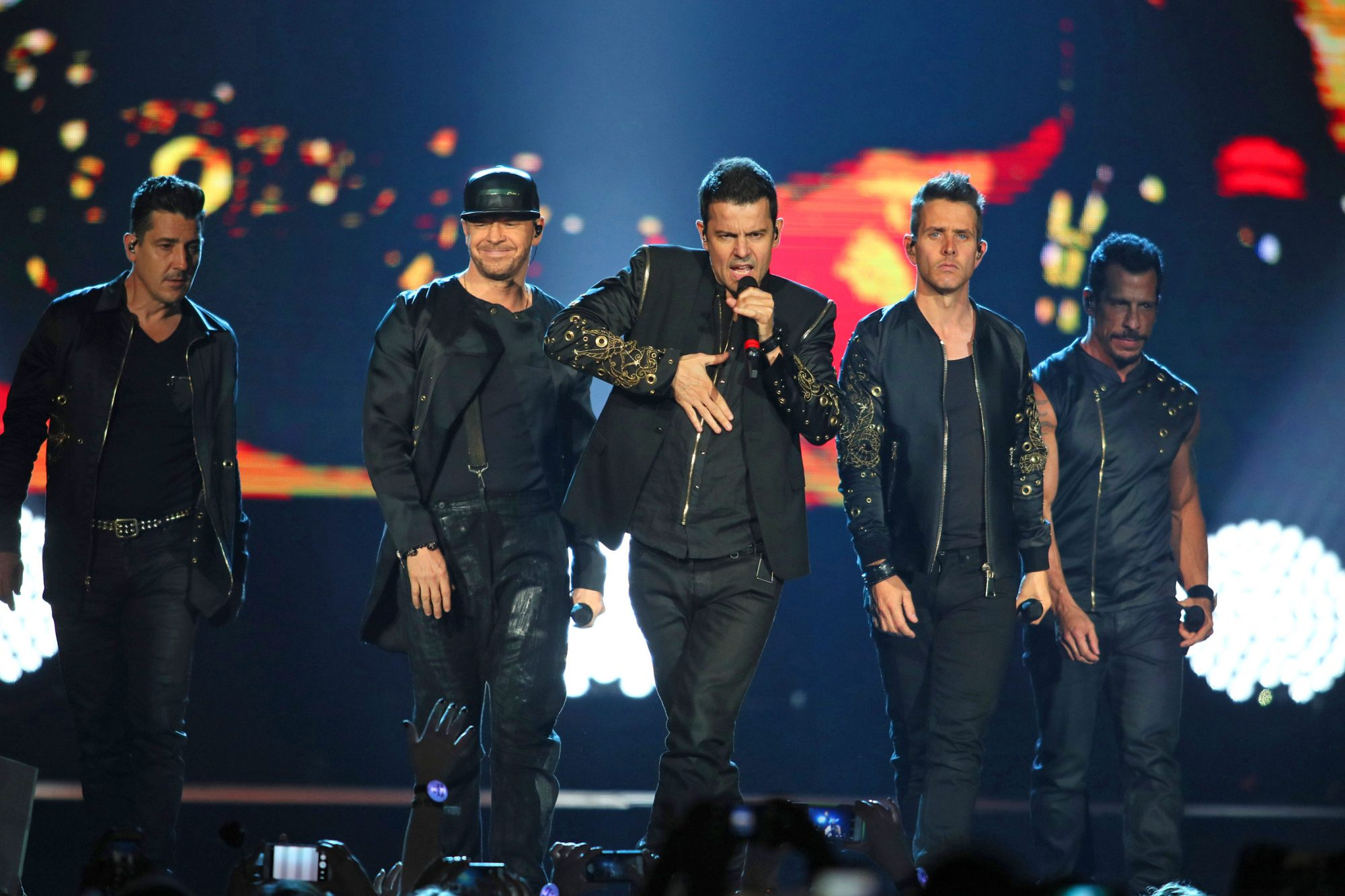 NKOTB With Boyz II Men & Paula Abdul In Concert - St Paul, Minnesota