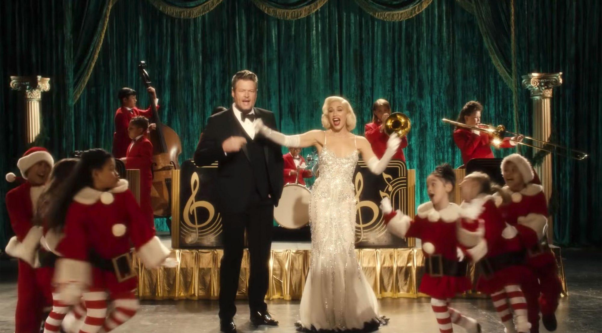 Gwen Stefani Blake Shelton Release Christmas Themed Music Video Ew Com