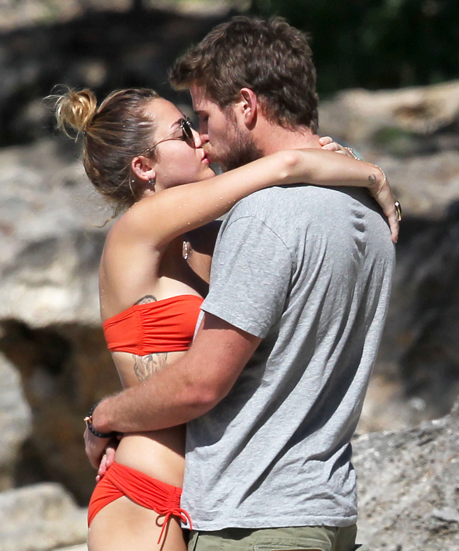 011117-hot-couple-kisses-15.jpg