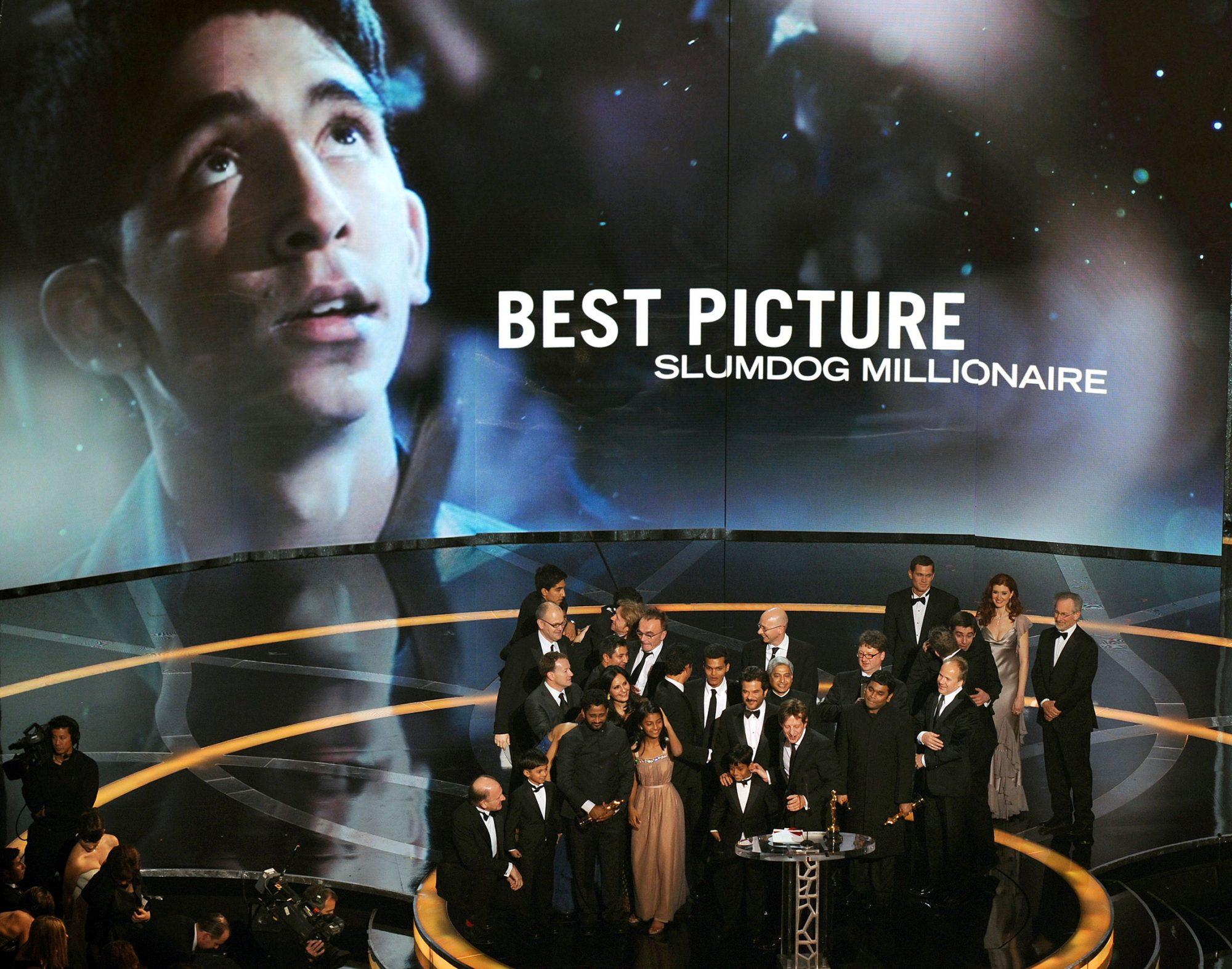"Cast members of ""Slumdog Millionaire"" ce"
