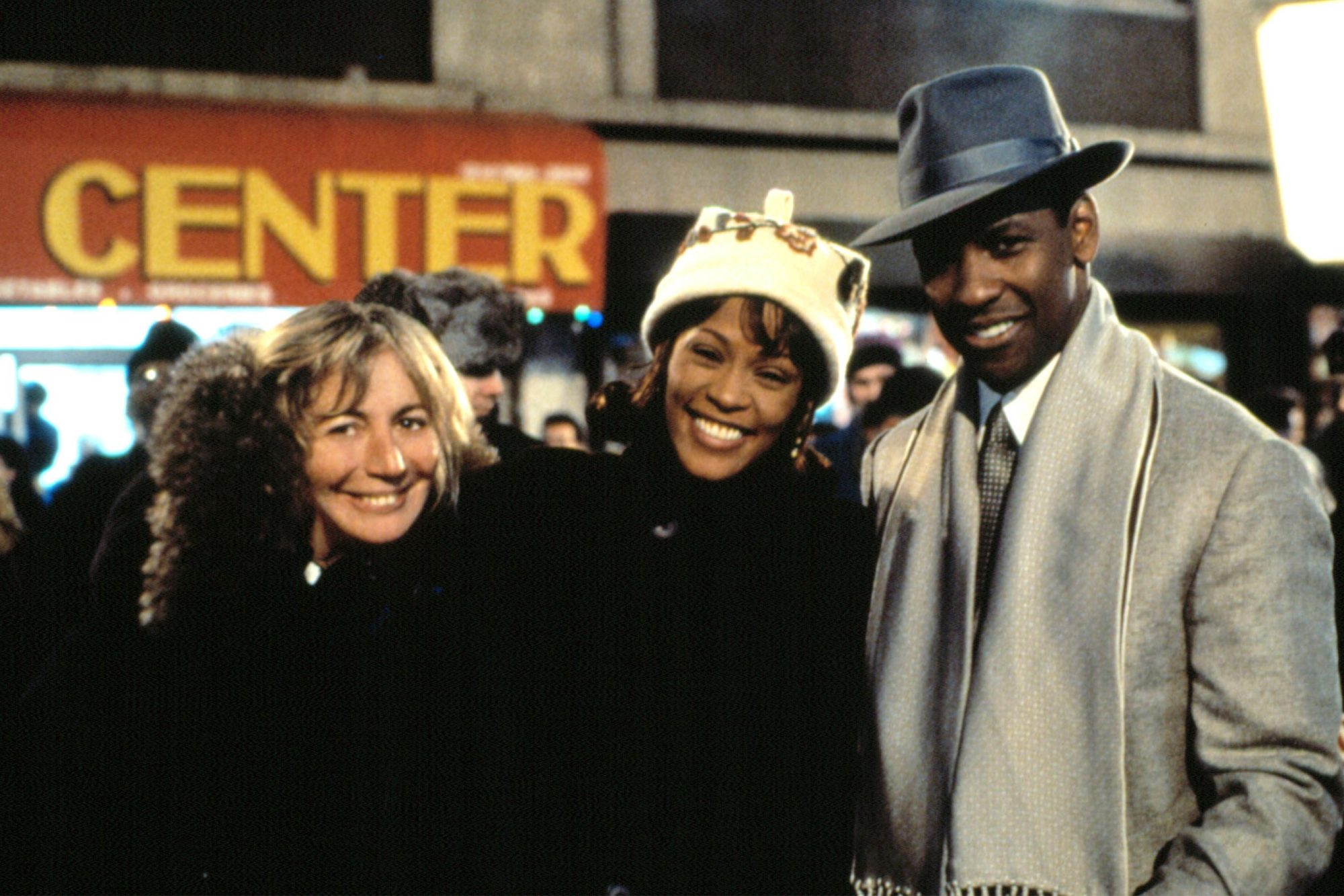 THE PREACHER'S WIFE, Director Penny Marshall, Whitney Houston, Denzel Washington on the set, 1996. (