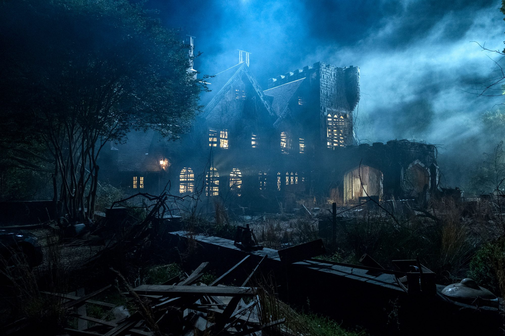Haunting Of Hill House Creator On Burning Questions Clues Season 2 Ew Com