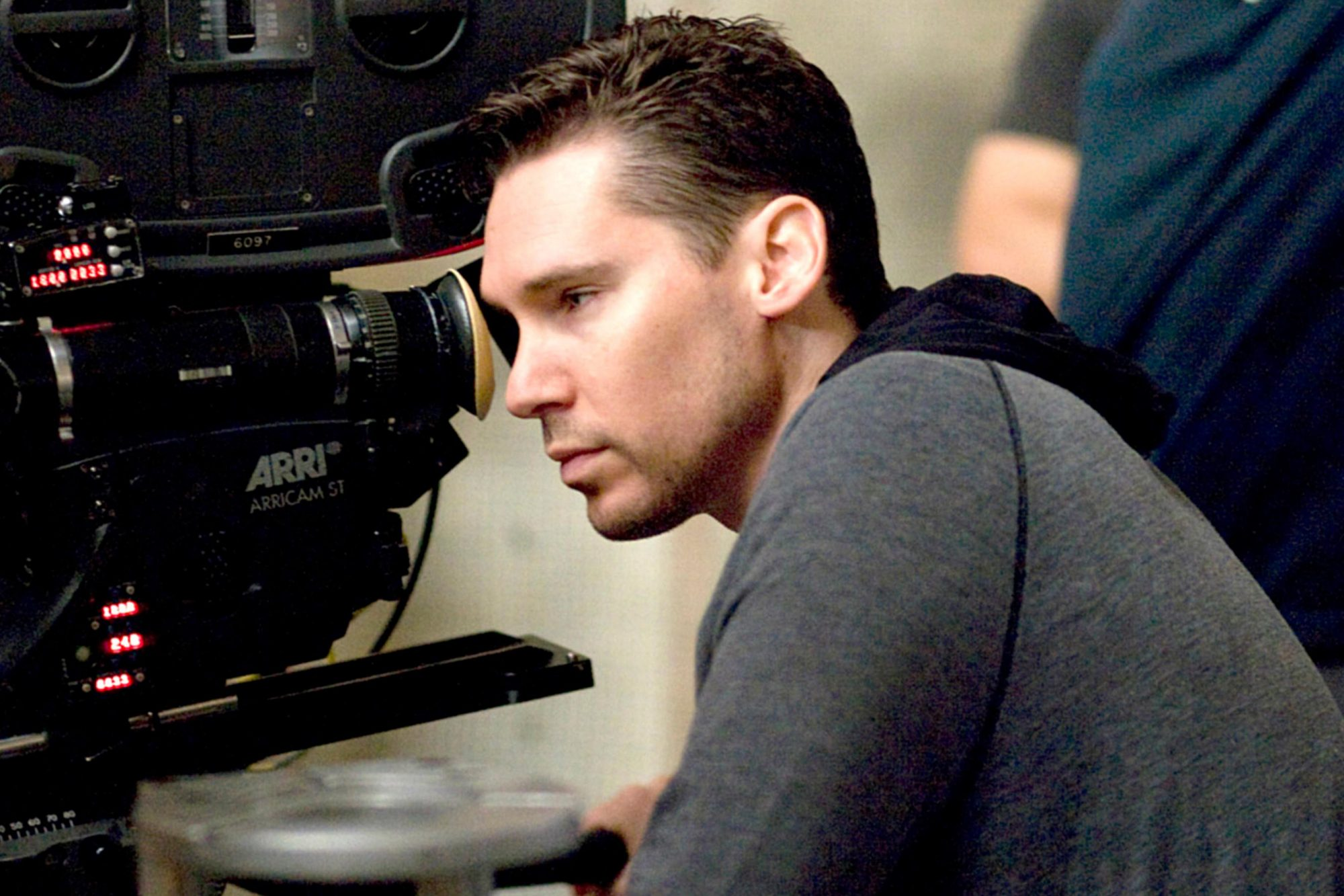 VALKYRIE, director Bryan Singer, on set, 2008. ©United Artists/courtesy Everett Collection